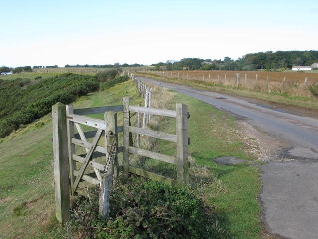 Gateway to North Downs Way and Saxon Shore Way - geograph.org.uk - 1526481