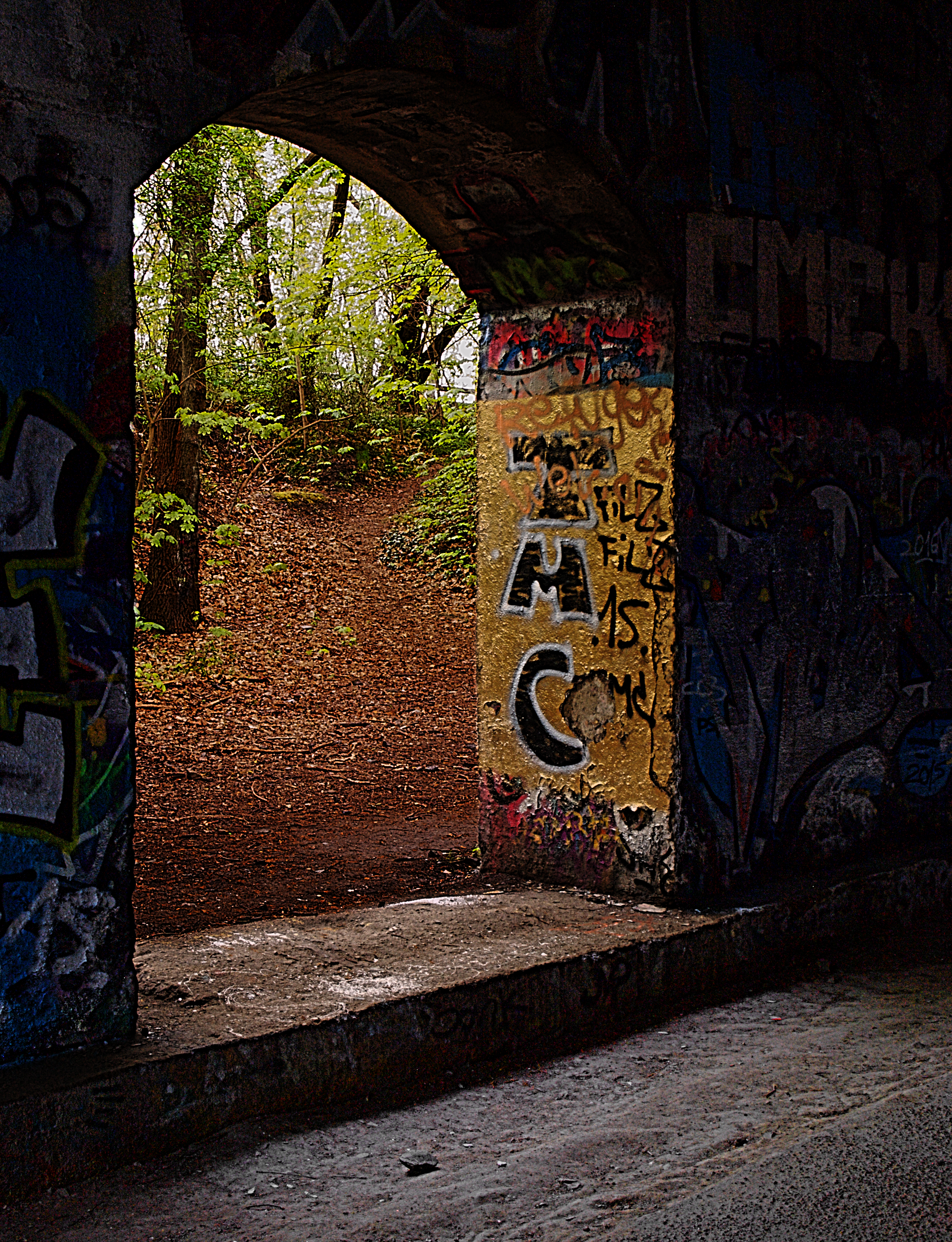Filegraffiti tunnel park schoeneberger suedgelände stuetzbogen png