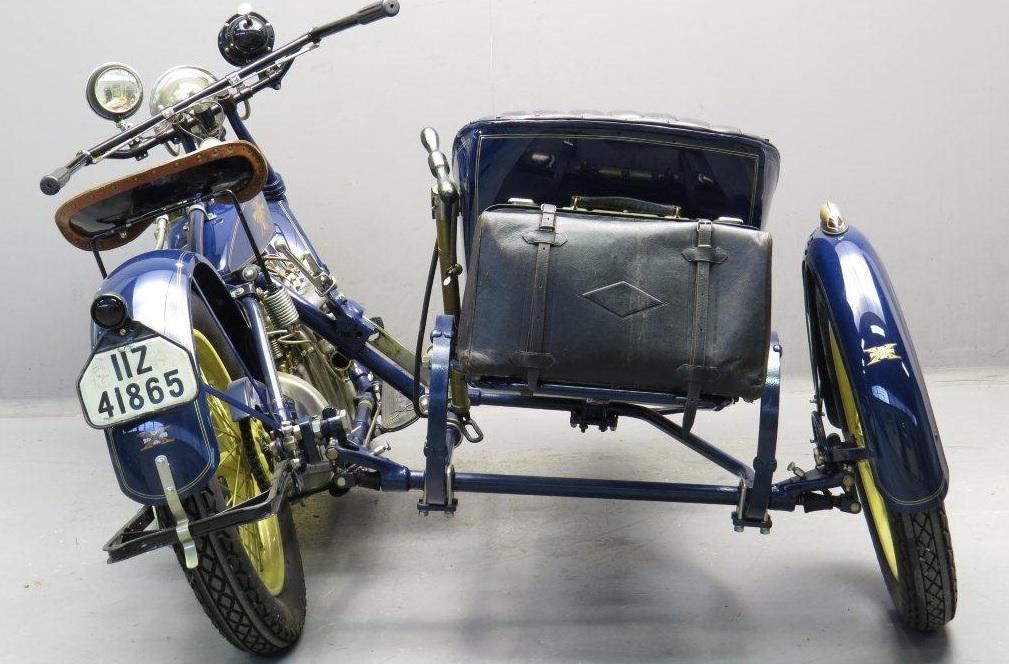 Henderson mit Flxible-Seitenwagen von 1921 (Parallelschwenker)