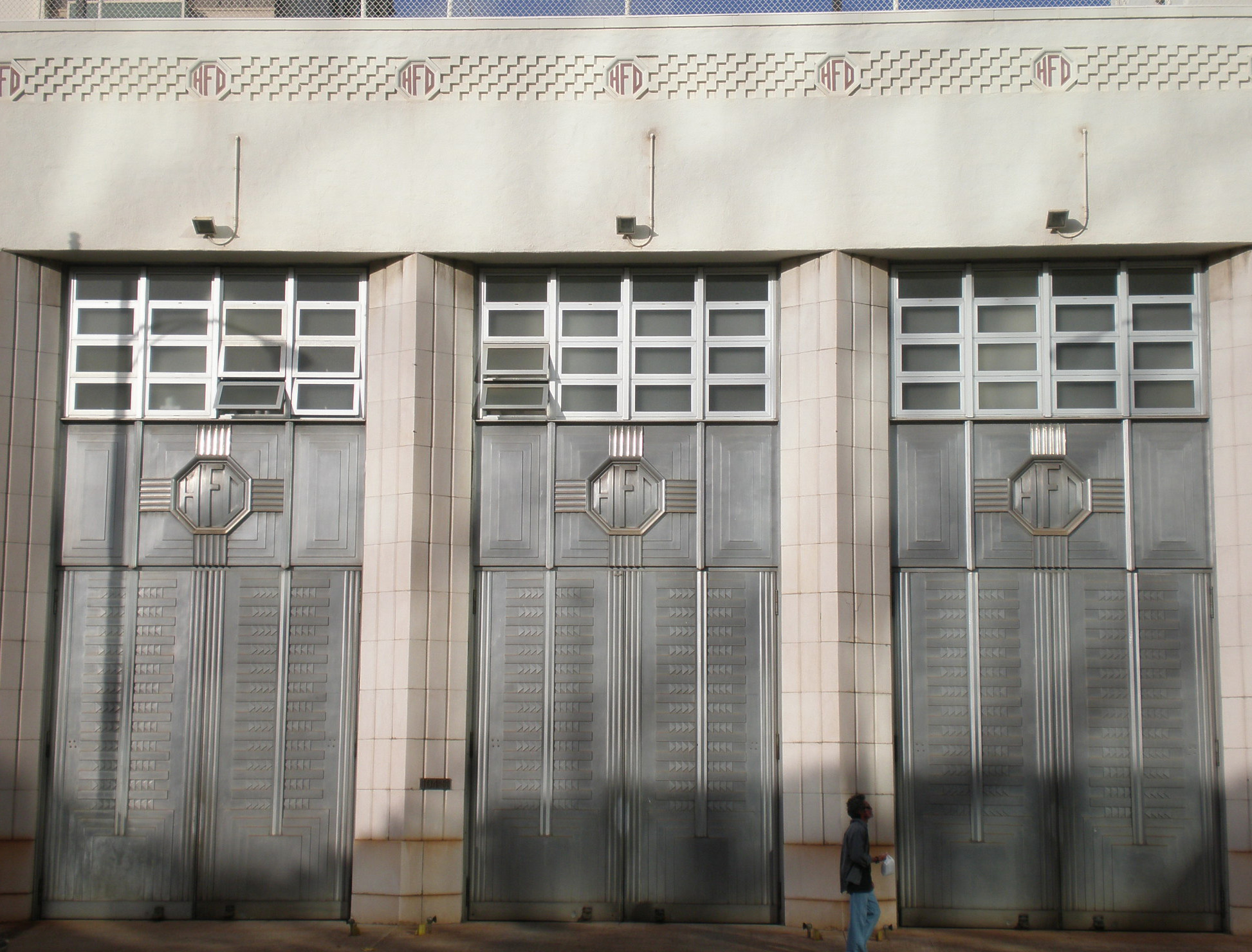 FileHonolulu-central-fire-station-doors.JPG & File:Honolulu-central-fire-station-doors.JPG - Wikimedia Commons pezcame.com