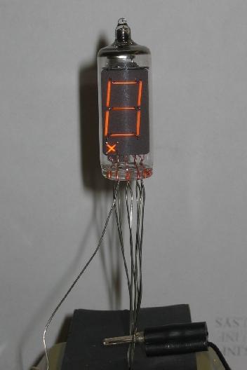 ファイル:Incandescent light seven-segment display prPNr°17.jpg