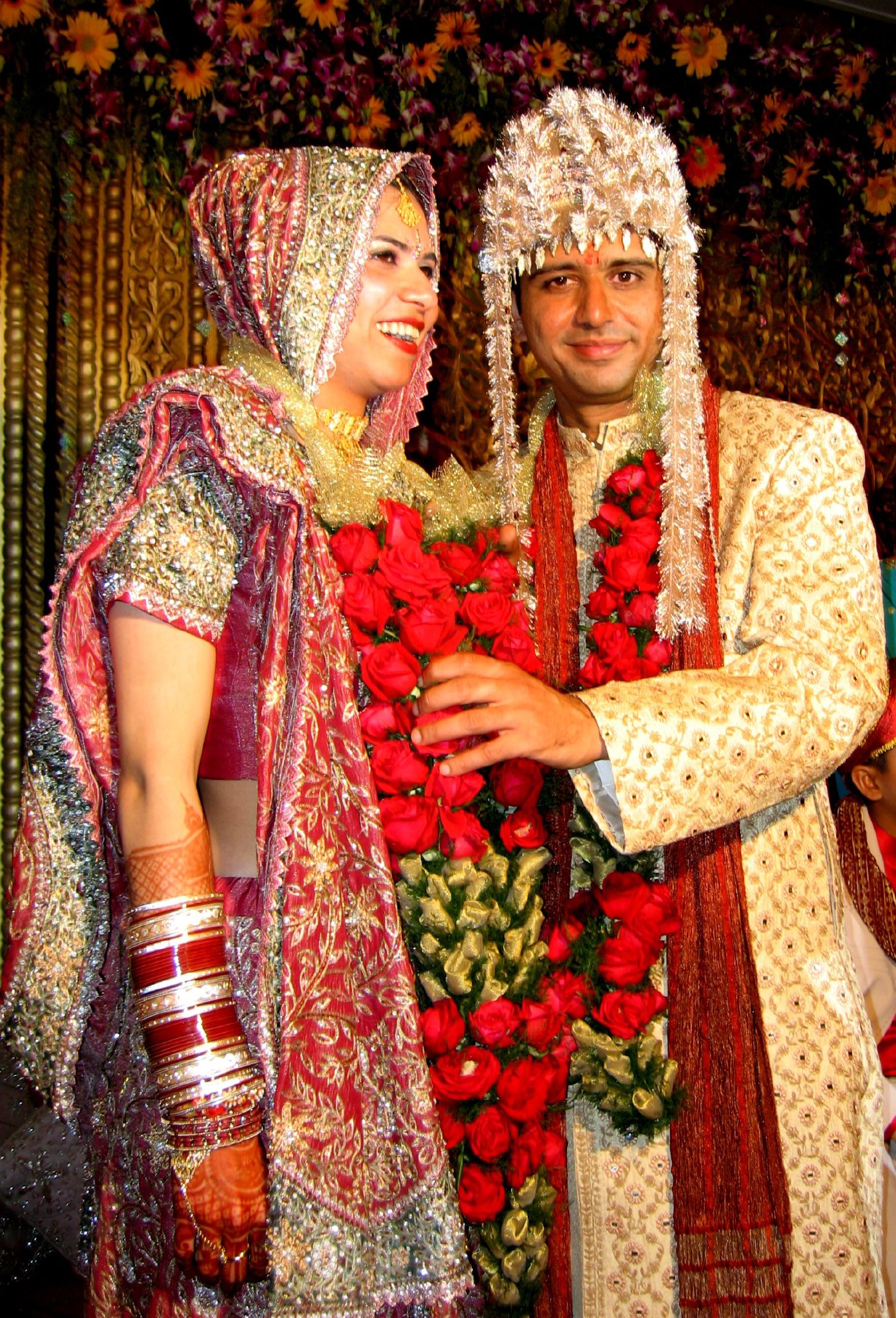 essay on indian wedding Bride in sari and groom in sherwani in a hindu indian wedding weddings in india vary regionally, the religion and per personal preferences of the bride and groom they are festive occasions in india, and in most cases celebrated with extensive decorations.