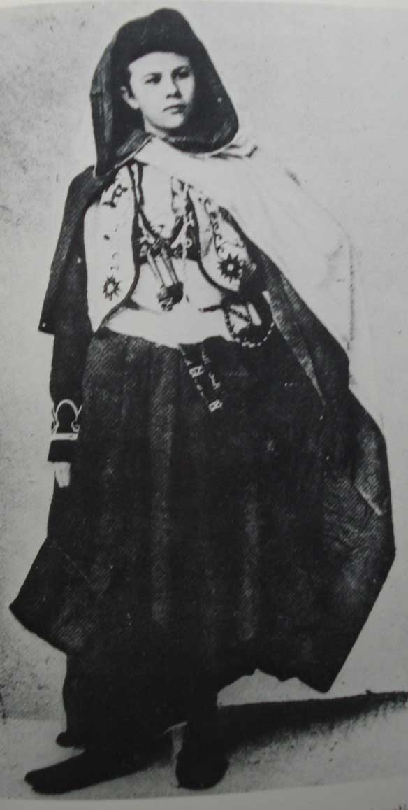Isabelle dressed in her Arabic clothing