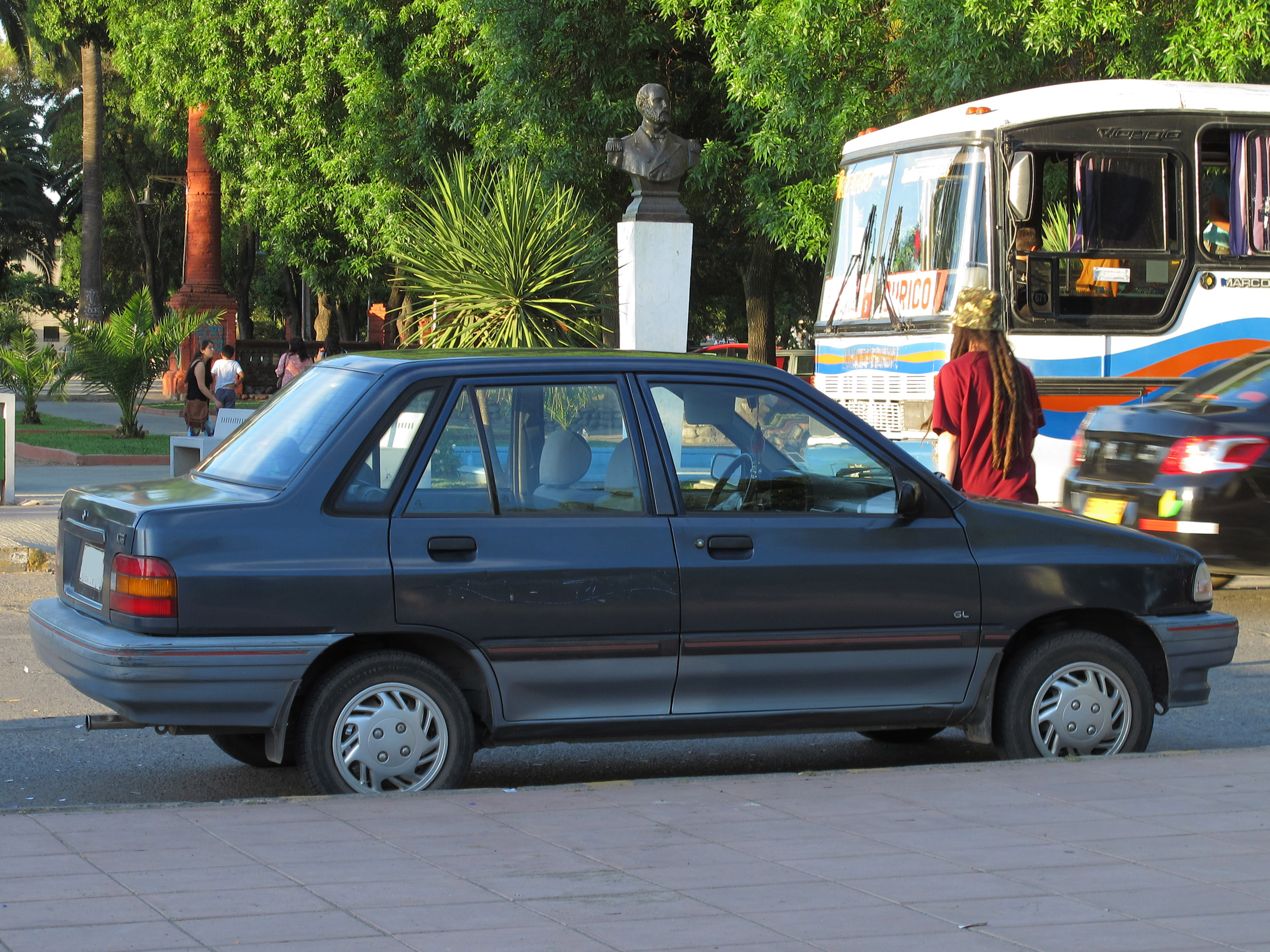 File Kia Pride Gl Sedan Jpg Wikimedia Commons