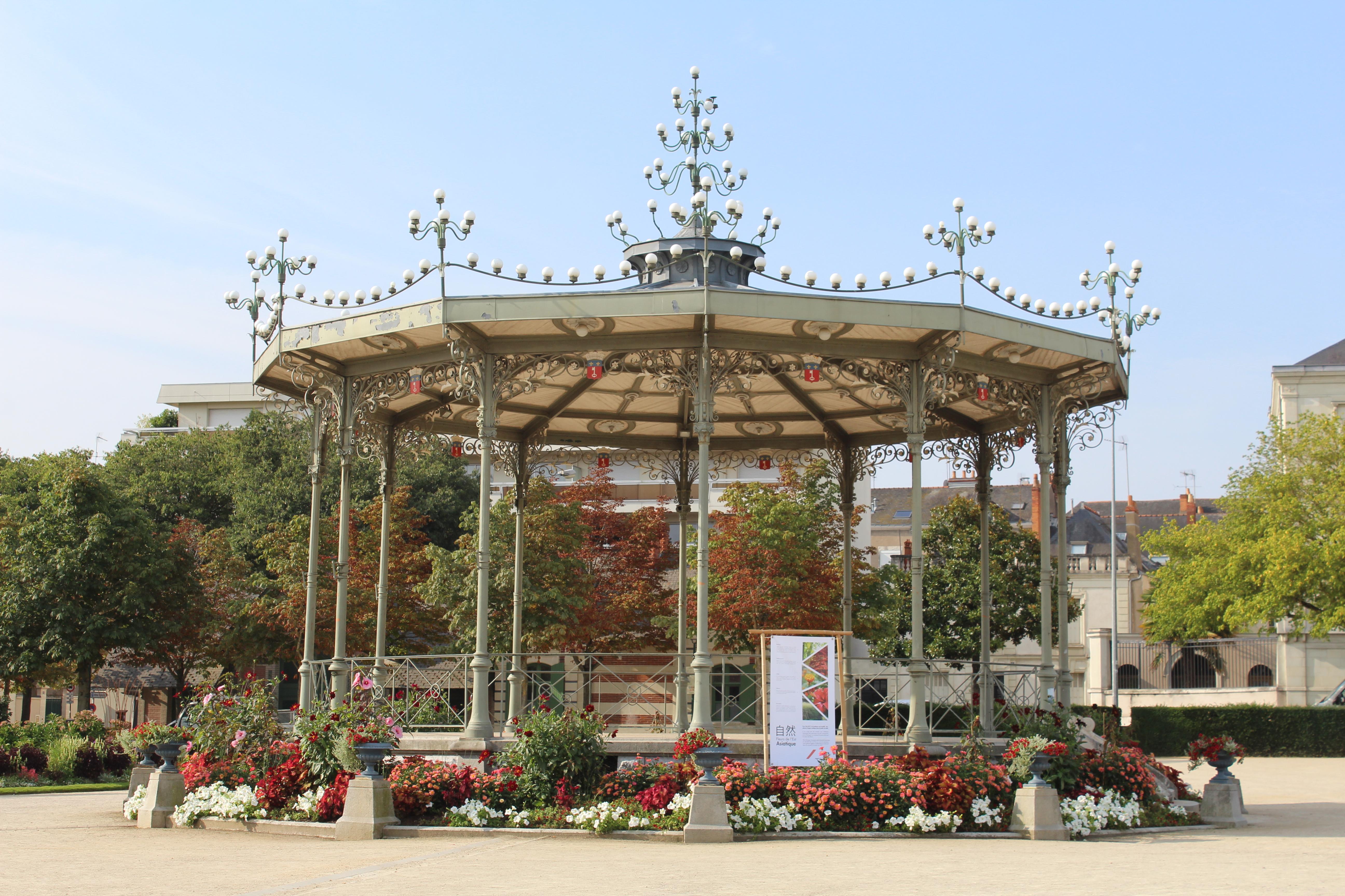 File:Kiosque Jardin Mail Angers 14.jpg - Wikimedia Commons
