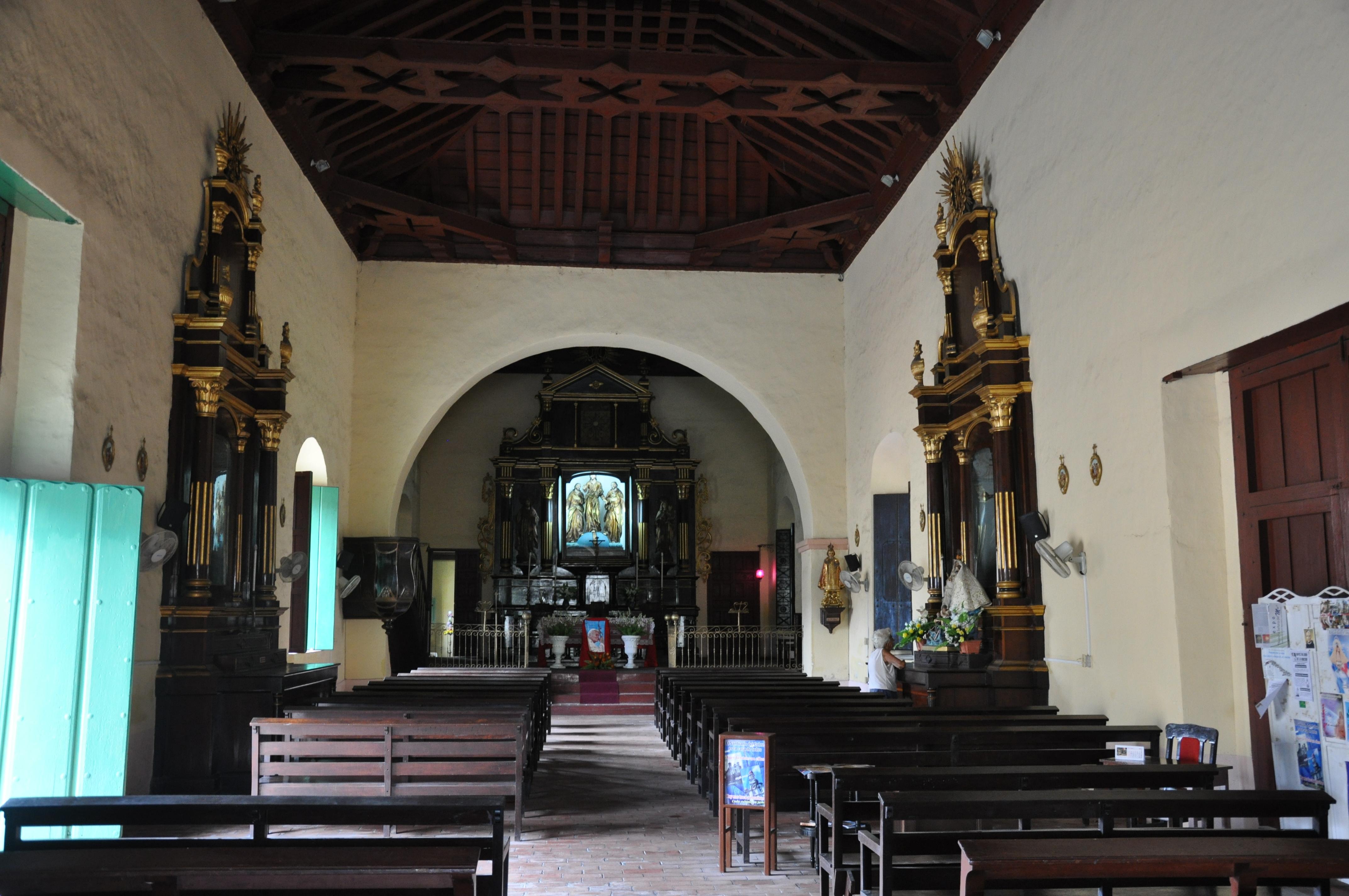 File l 39 glise san juan de dios int rieur camaguey for Interieur eglise