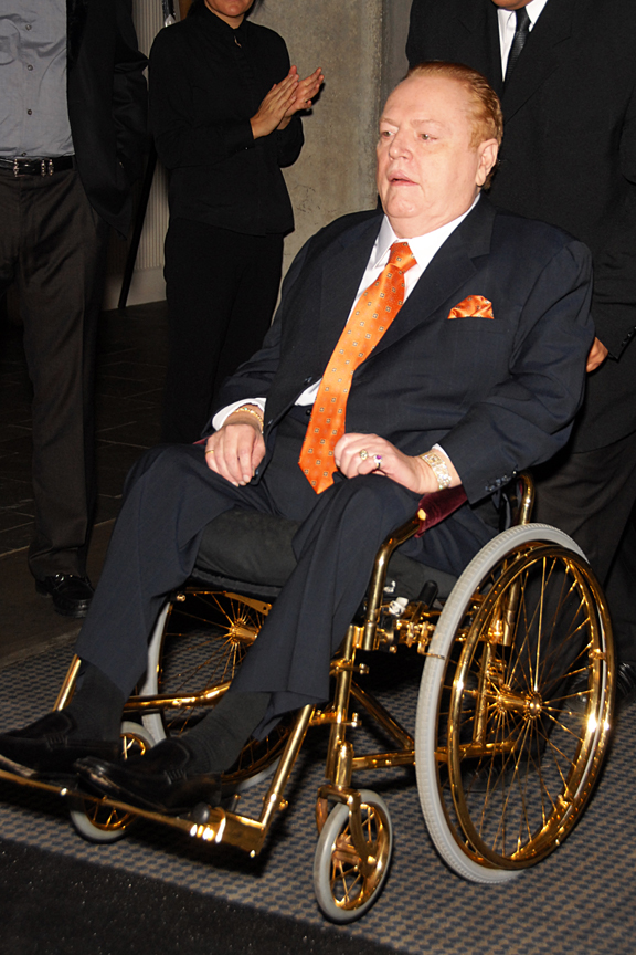 https://upload.wikimedia.org/wikipedia/commons/a/ad/Larry_Flynt_Wheelchair.jpg