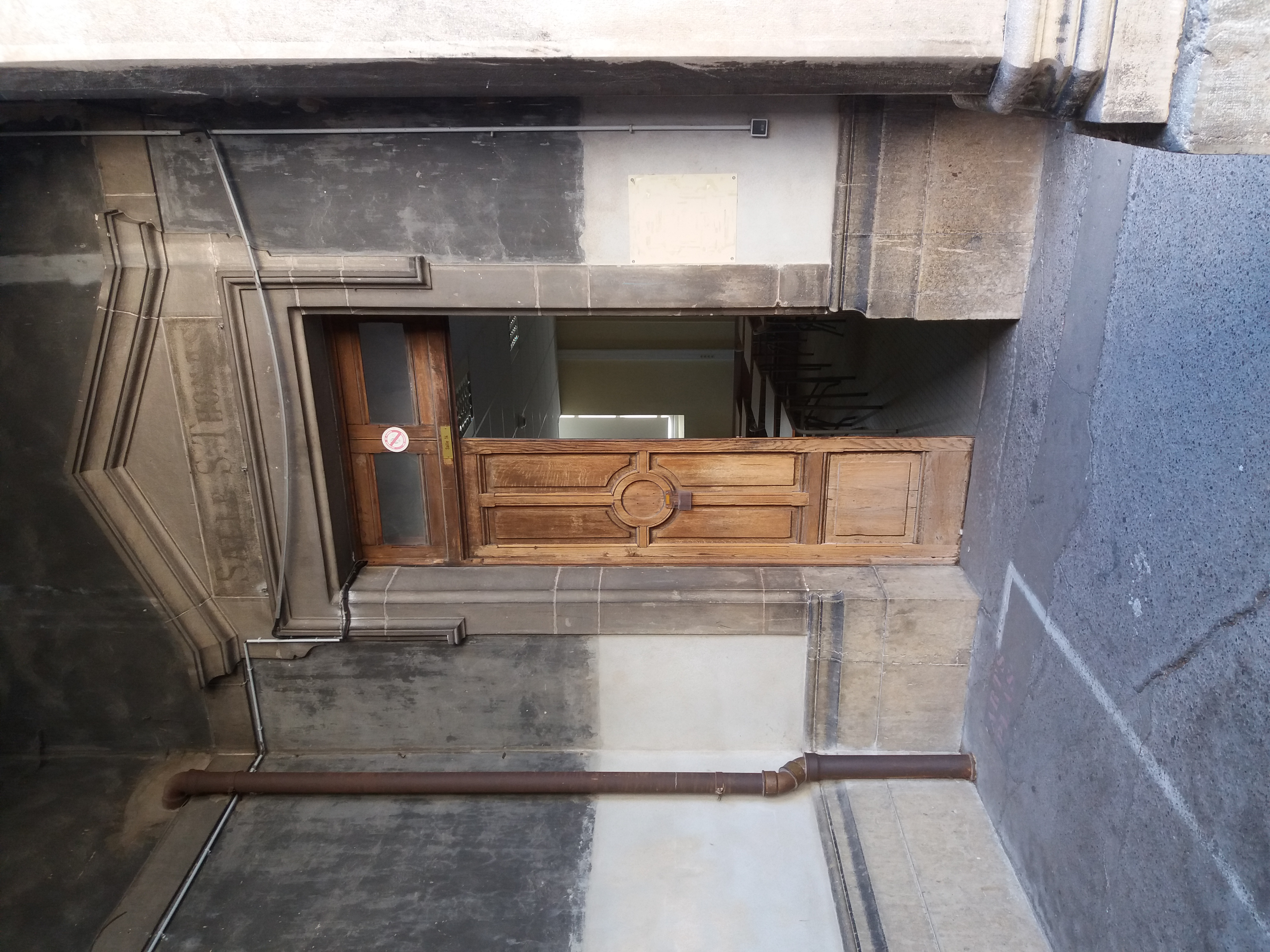 File Lycee De Saint Just De Lyon Grande Cour Porte De La Salle