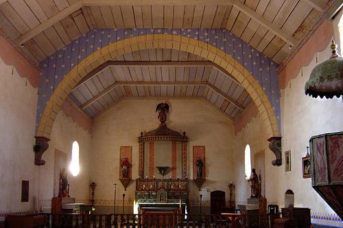 Mission San Antonio de Padua- interior.jpg