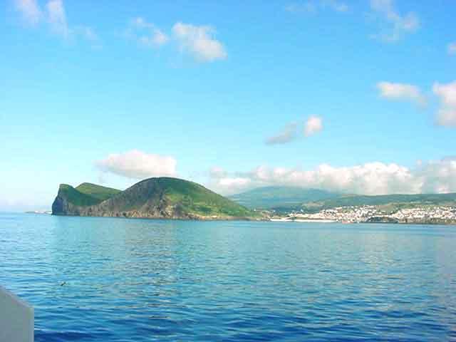 Ficheiro:Monte Brasil, visto do mar, Ilha Terceira, Açores.jpg