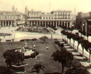 Plaza Independencia around 1900. MontevideoIndependencePlaza1900.jpg