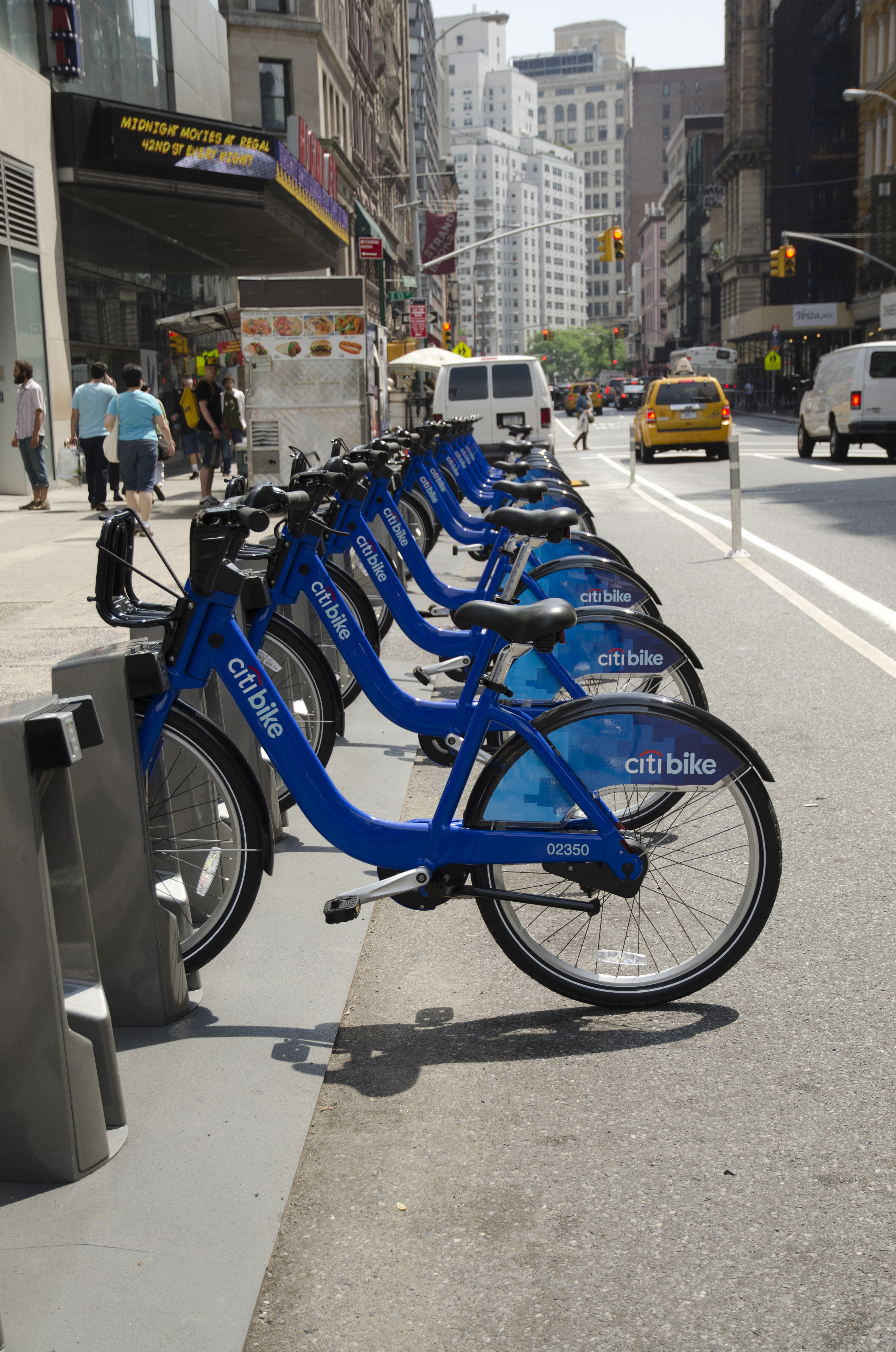 Cycling in New York City - Wikipedia on new york pedestrians, new york bike map, new york bike commuter, new york bike sharing,