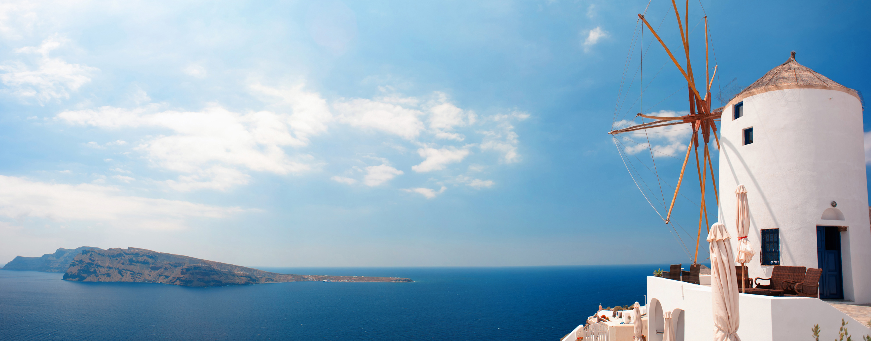 Oian_coast_waters_%28panoramic_landscape%29._Santorini_island_%28Thira%29%2C_Greece.jpg