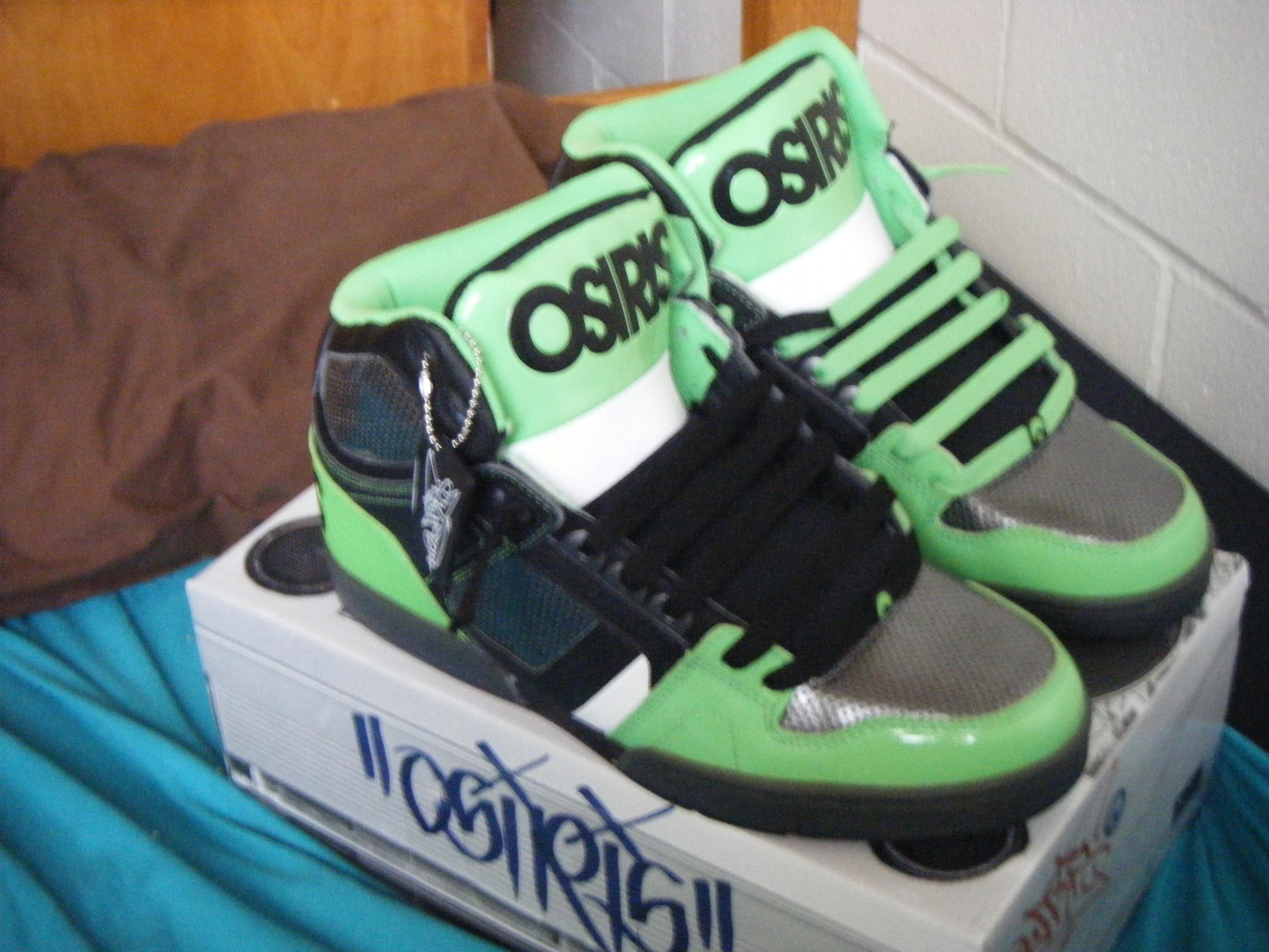 c2b9d48f9b3 File:Osiris NYC 83 shoes.jpg - Wikimedia Commons