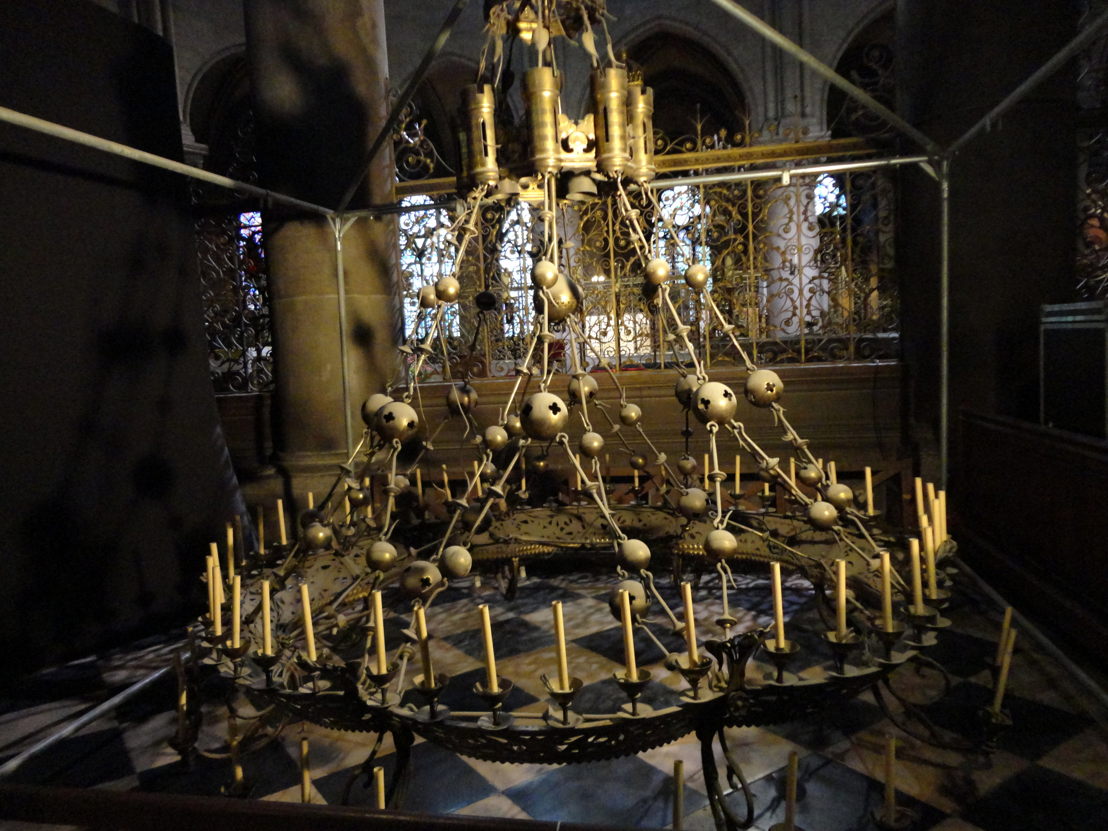 FileParis NotreDame cathedral interior corona chandelier 01jpg – Corona Chandelier
