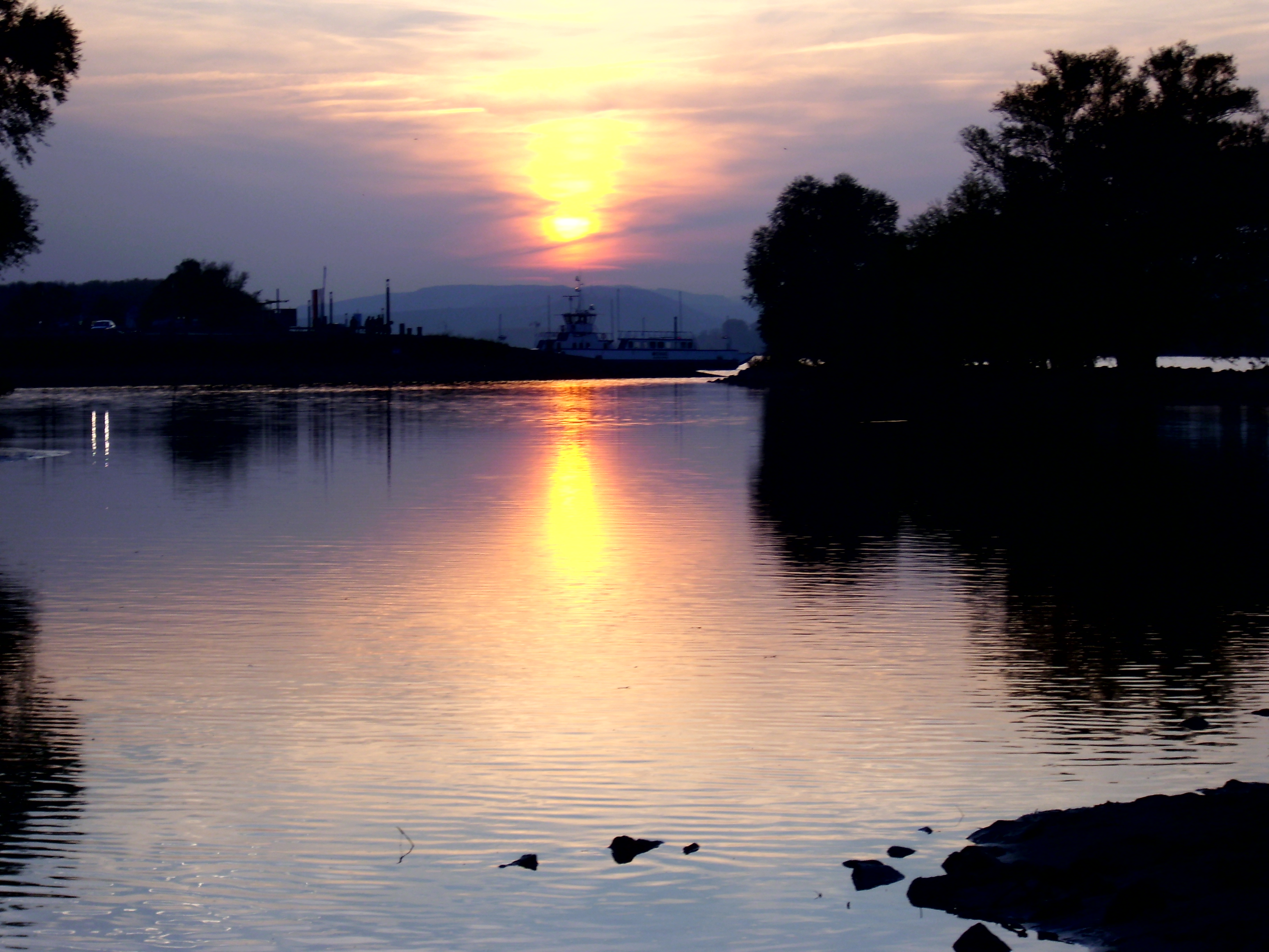 File:romantische abendsonne amrhein.jpg   wikimedia commons