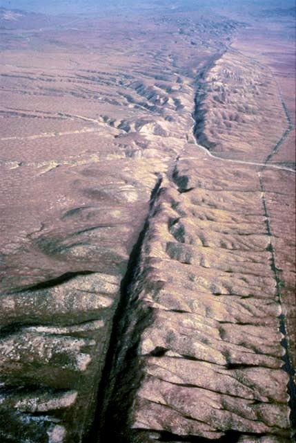 Zlom San Andreas (USA) - popraskaná zemská kôra