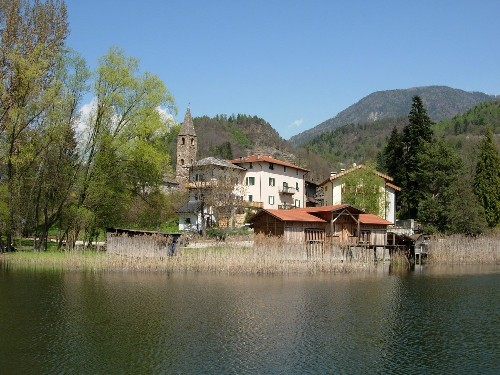 San cristoforo al lago wikipedia for Comprare casa al lago