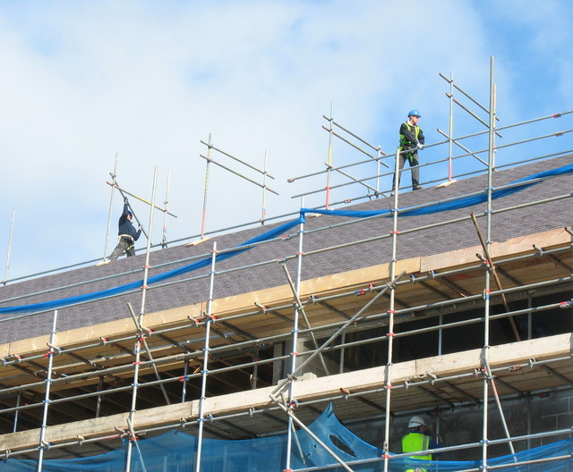 File:Scaffolders above the roof of the Victoria Dock development - geograph.org.uk - 374663.jpg