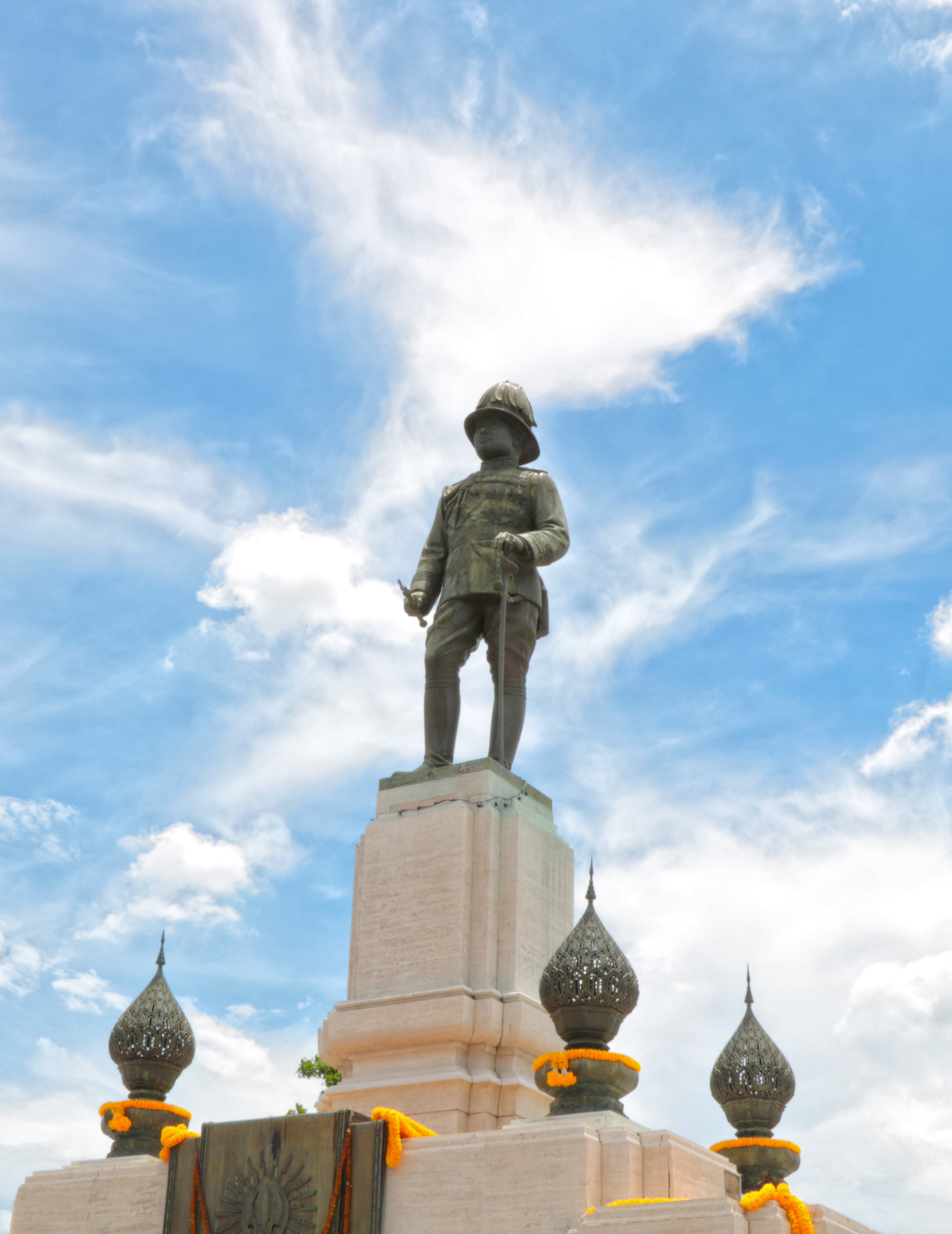 File:Statue of Rama VI, Lumphini Park.jpg - Wikimedia Commons