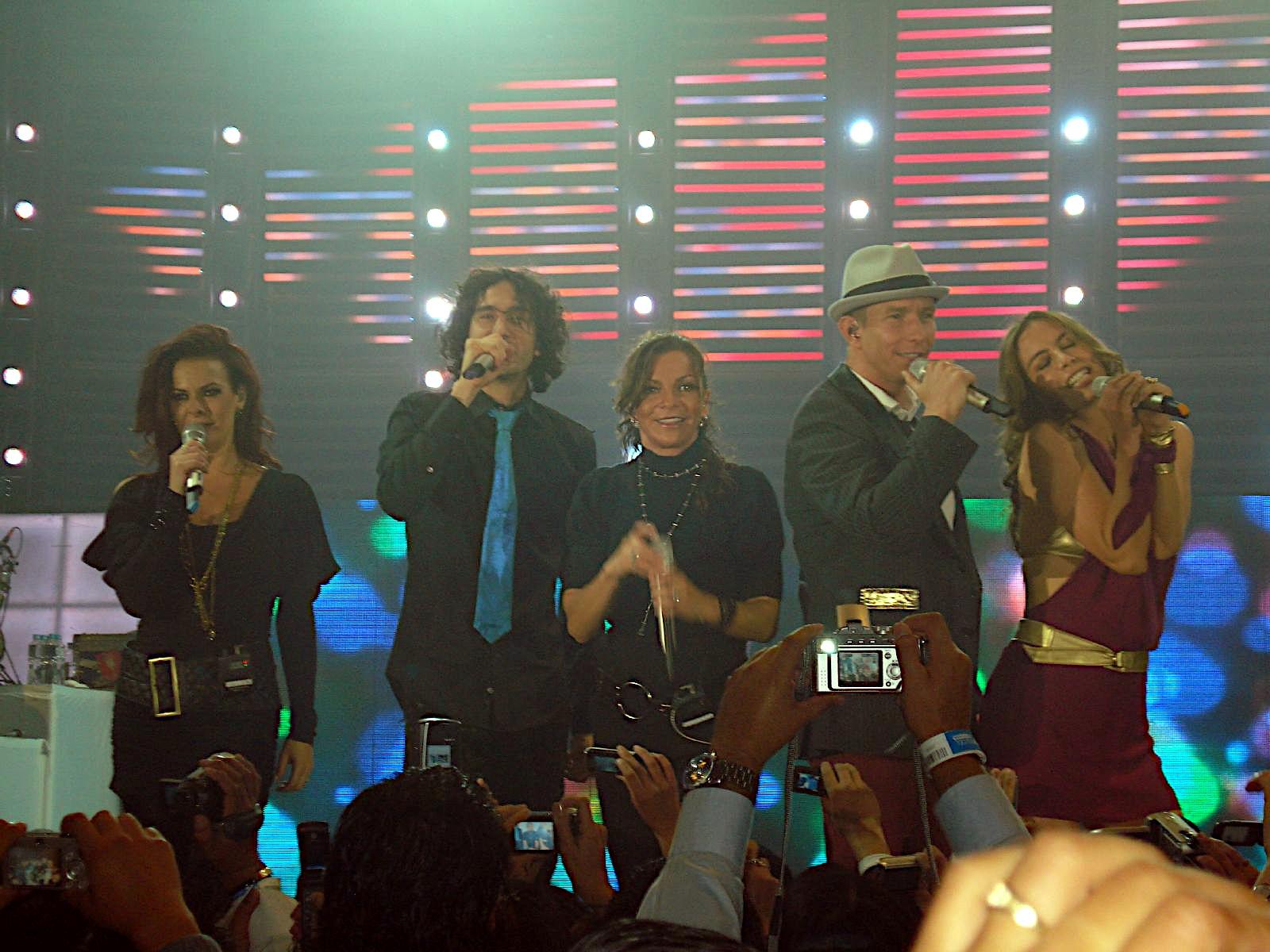 Miembros de Timbiriche durante su gira musical de 2007. De izquierda a derecha se encuentran Alix Bauer, Benny Ibarra, Mariana Garza, Erick Rubín y hasta al final se encuentra Sökol.