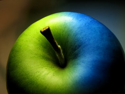 Turning-a-green-apple-blue-2
