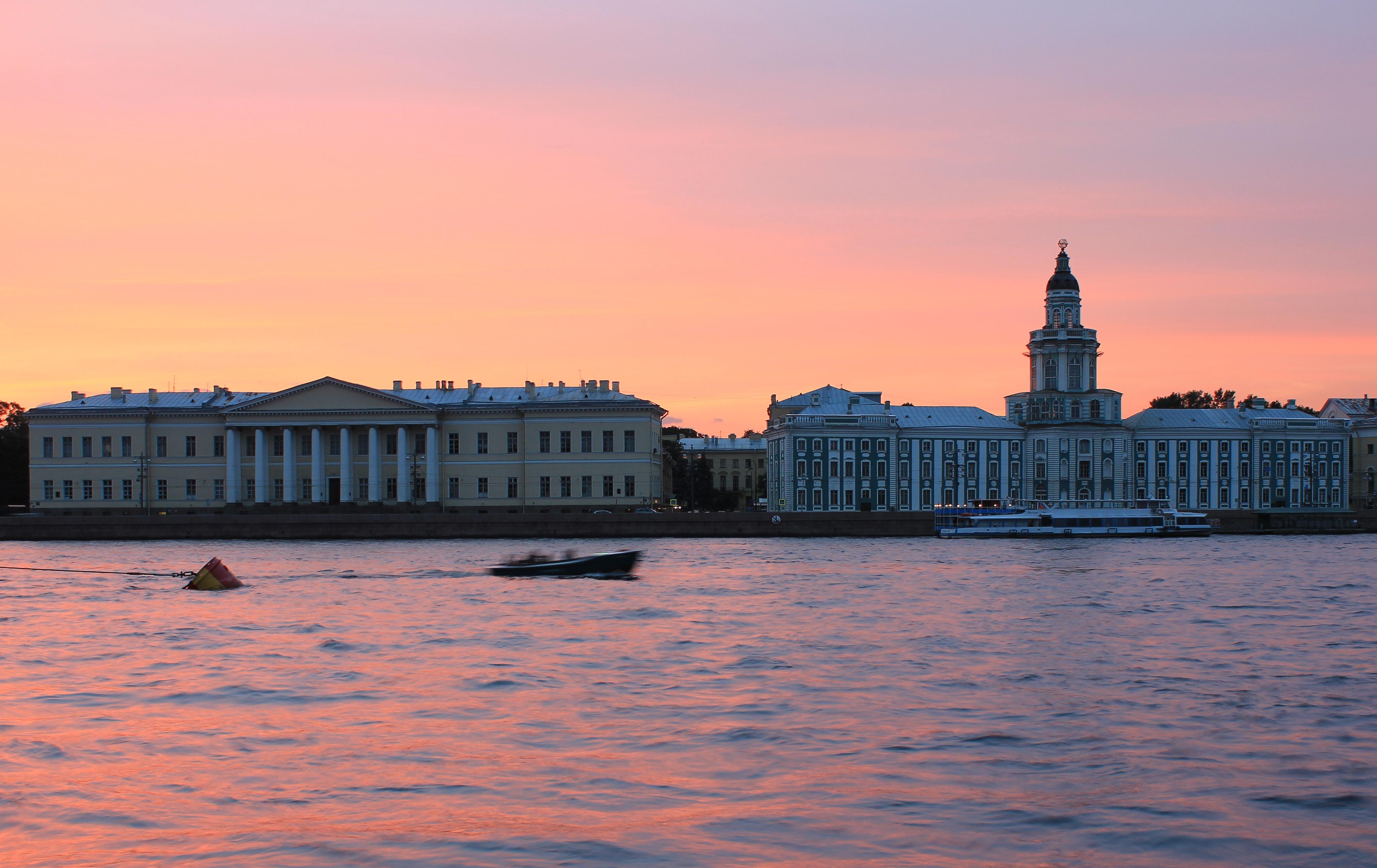 никаких петербург университетская набережная фото отсутствии