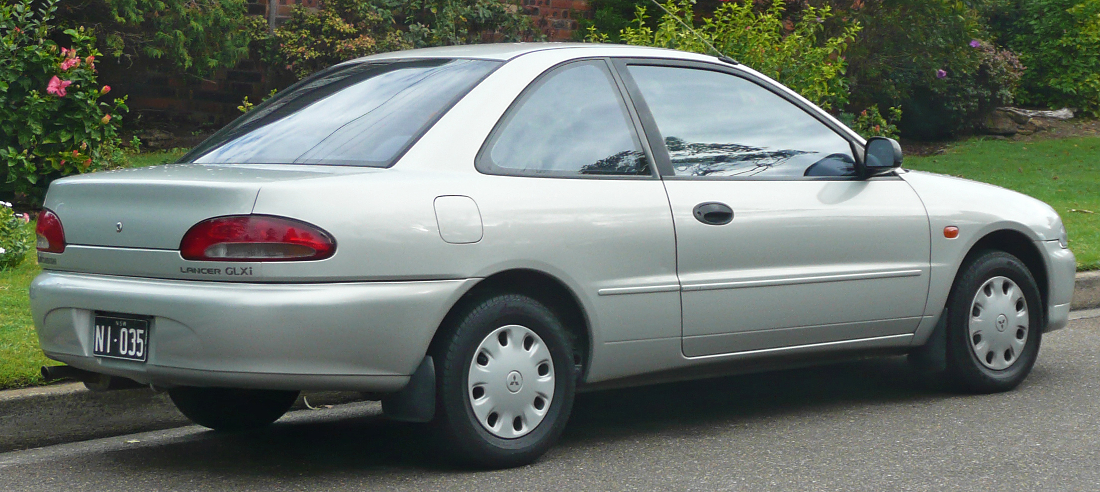 File:1995-1996 Mitsubishi Lancer (CC) GLXi coupe 02.jpg - Wikimedia Commons