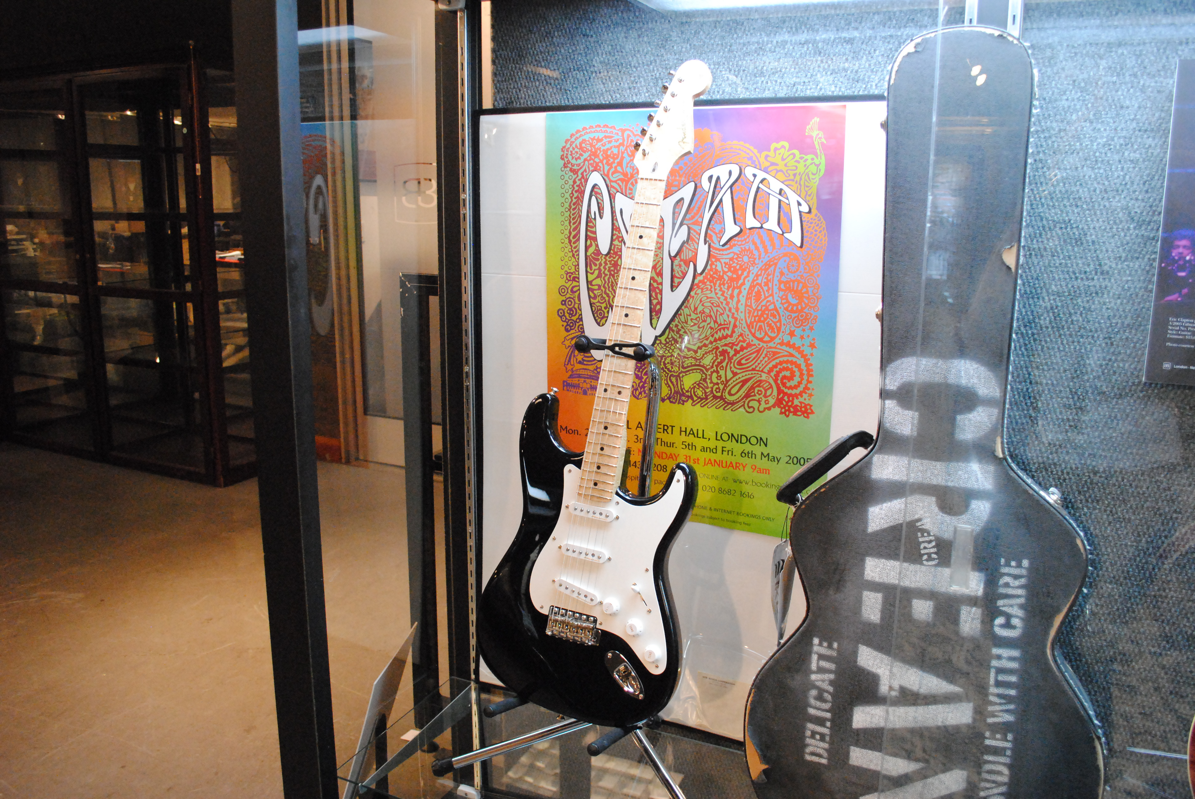 Gibson Guitars For Sale >> File:2005 Fender Stratocaster Eric Clapton Signature Model ...