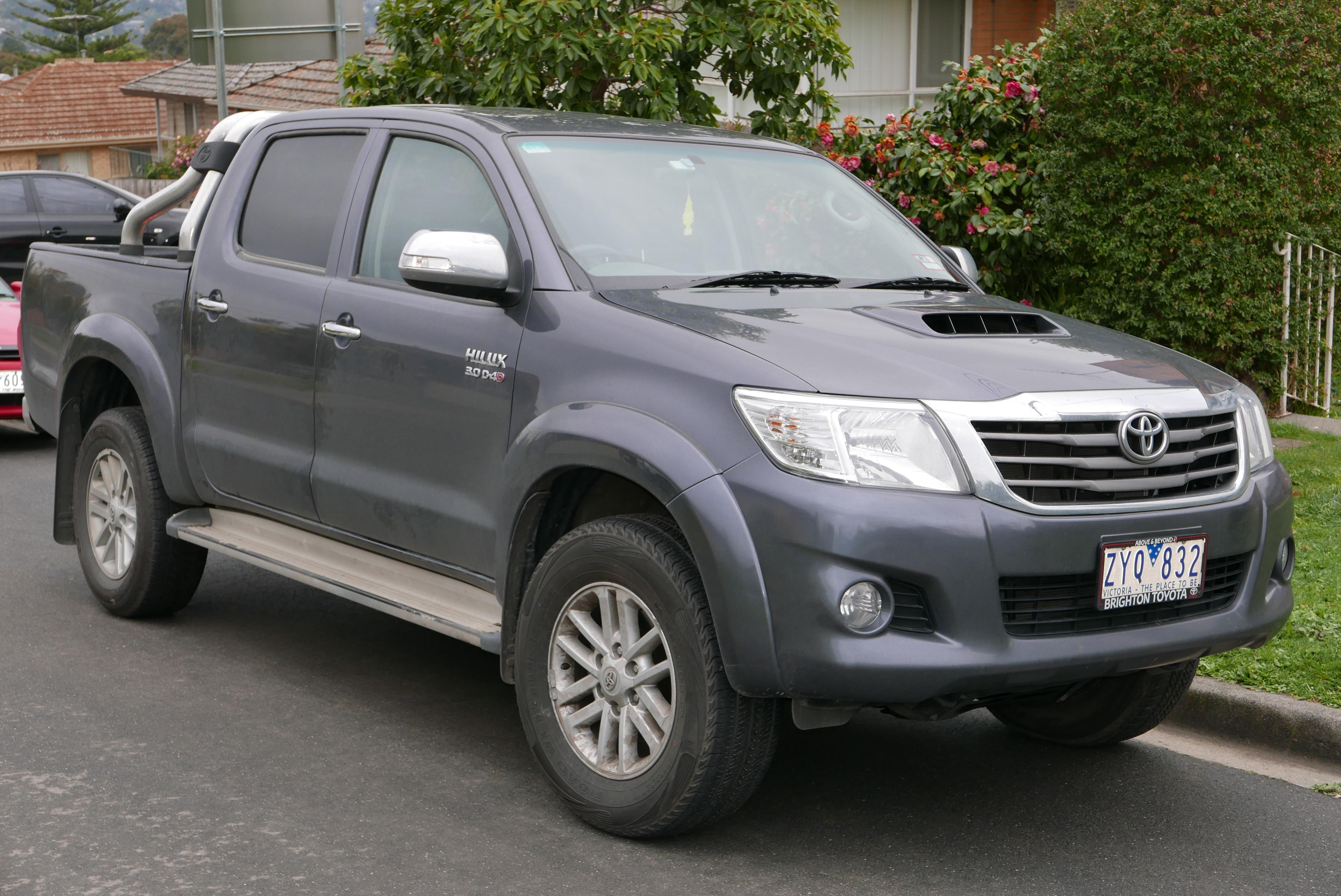 File:2013 Toyota HiLux (KUN26R MY12) SR5 4-door utility ...