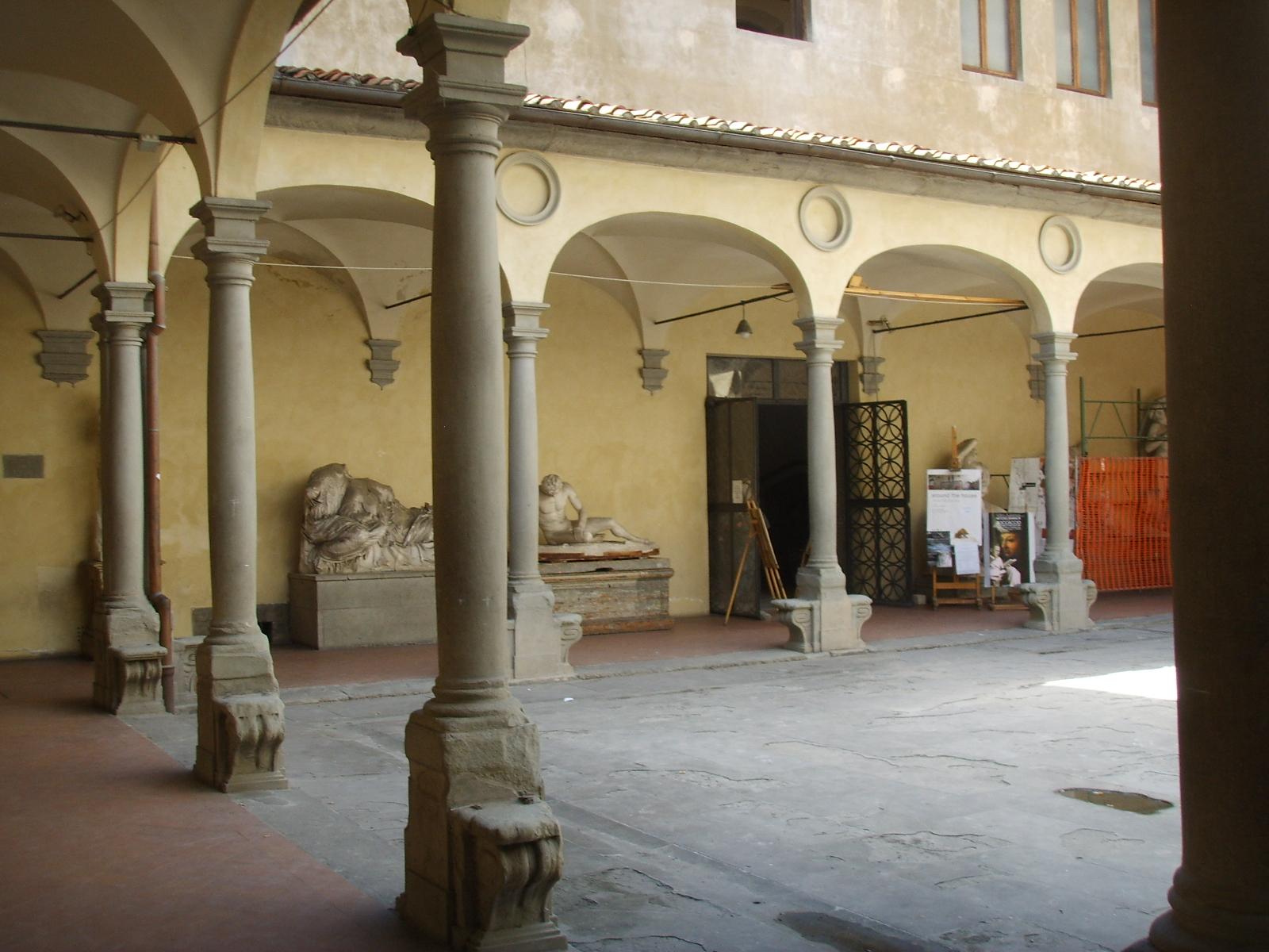 File accademia di belle arti cortile 01 jpg wikimedia for Accademia belle arti design