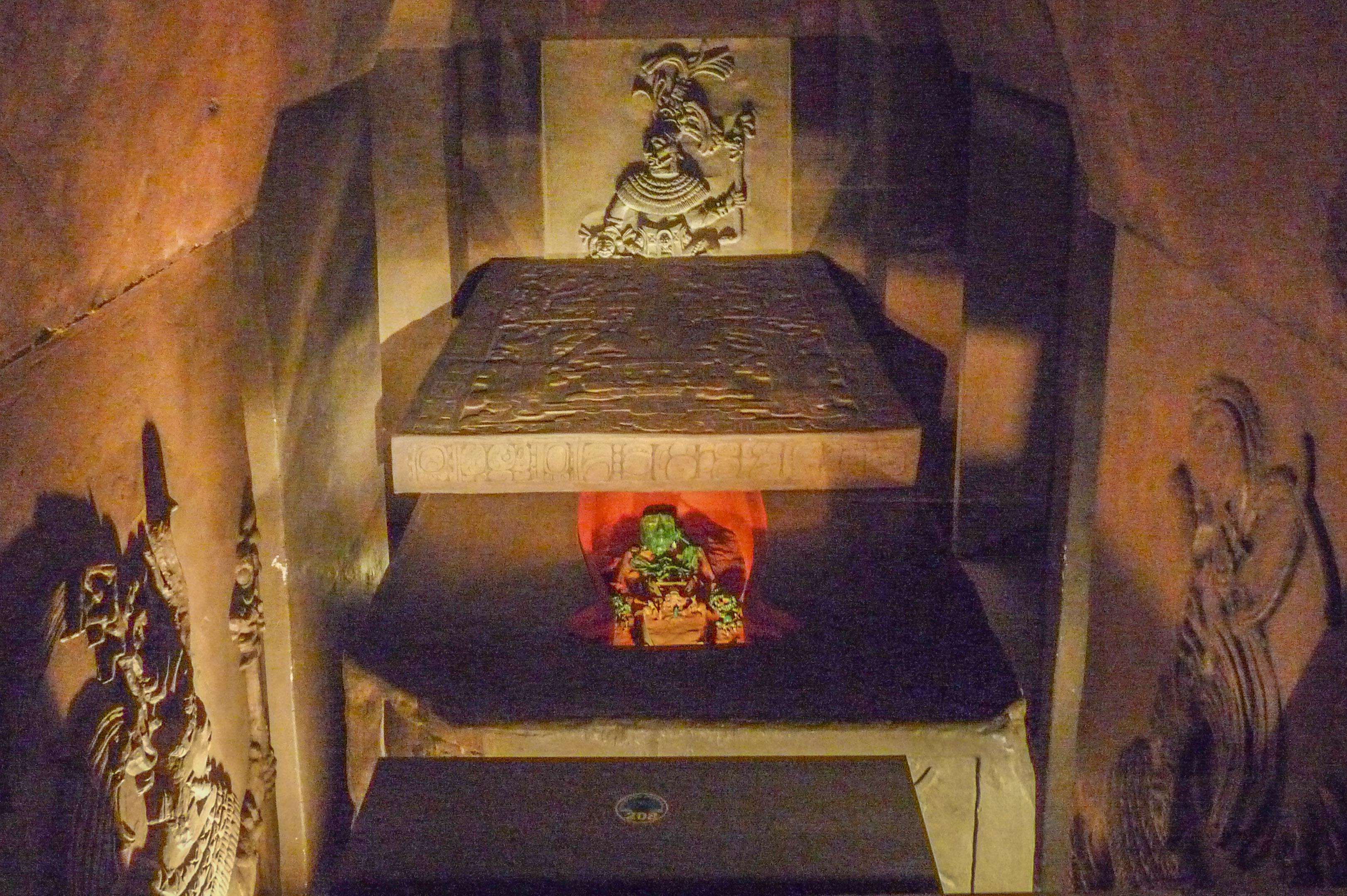 Ajuar funerario de Pakal el Grande (Museo Nacional de Antropología).JPG