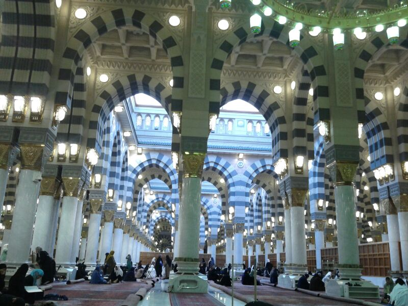File:Al-Masjid Al-Nabawi from inside.jpg - Wikimedia Commons