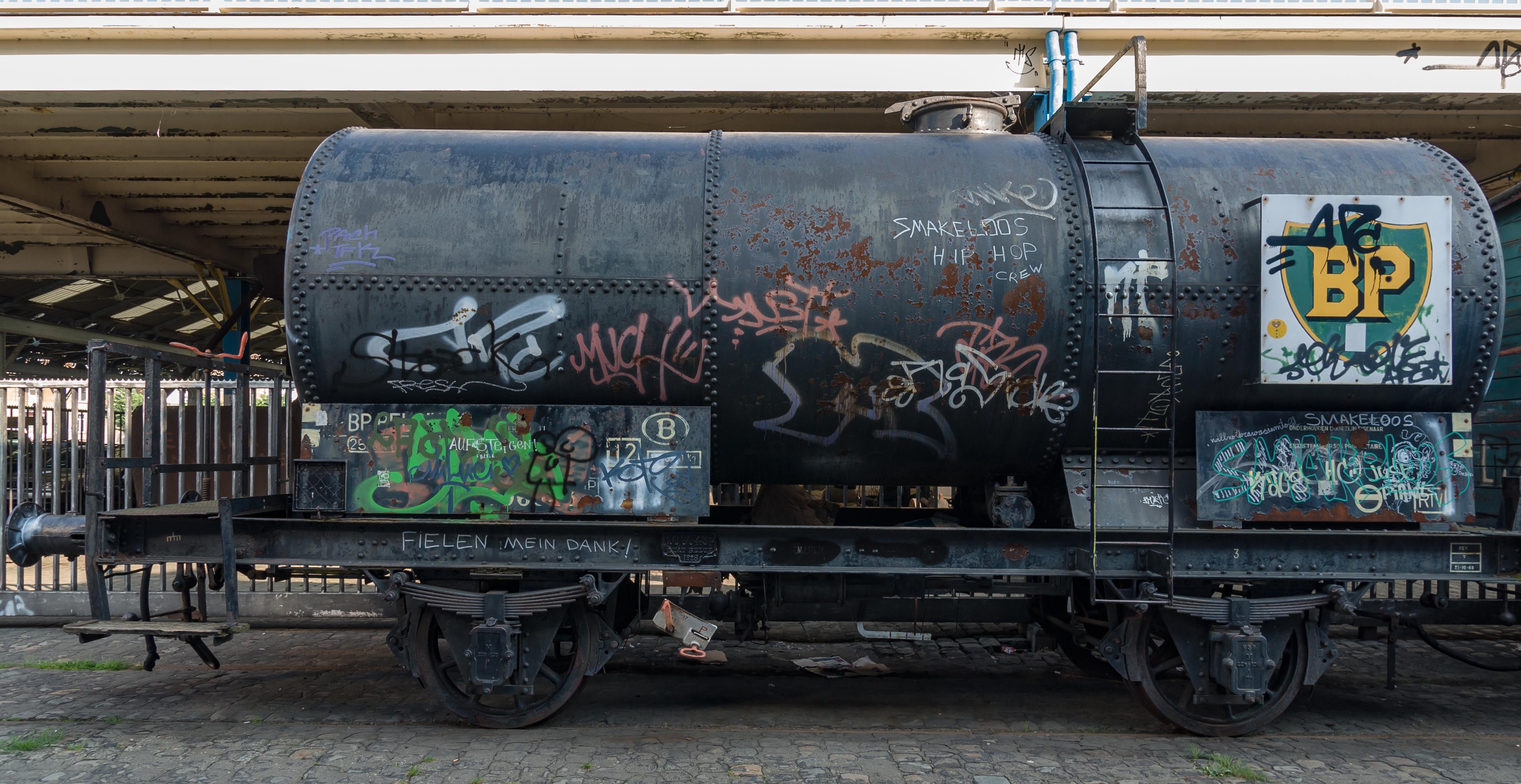 File Antwerp Belgium Bp Rail Tank Car 01 Jpg Wikimedia Commons
