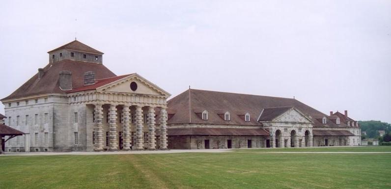 Fichier:Arc-et-Senans - Pavillon du directeur et atelier.jpg