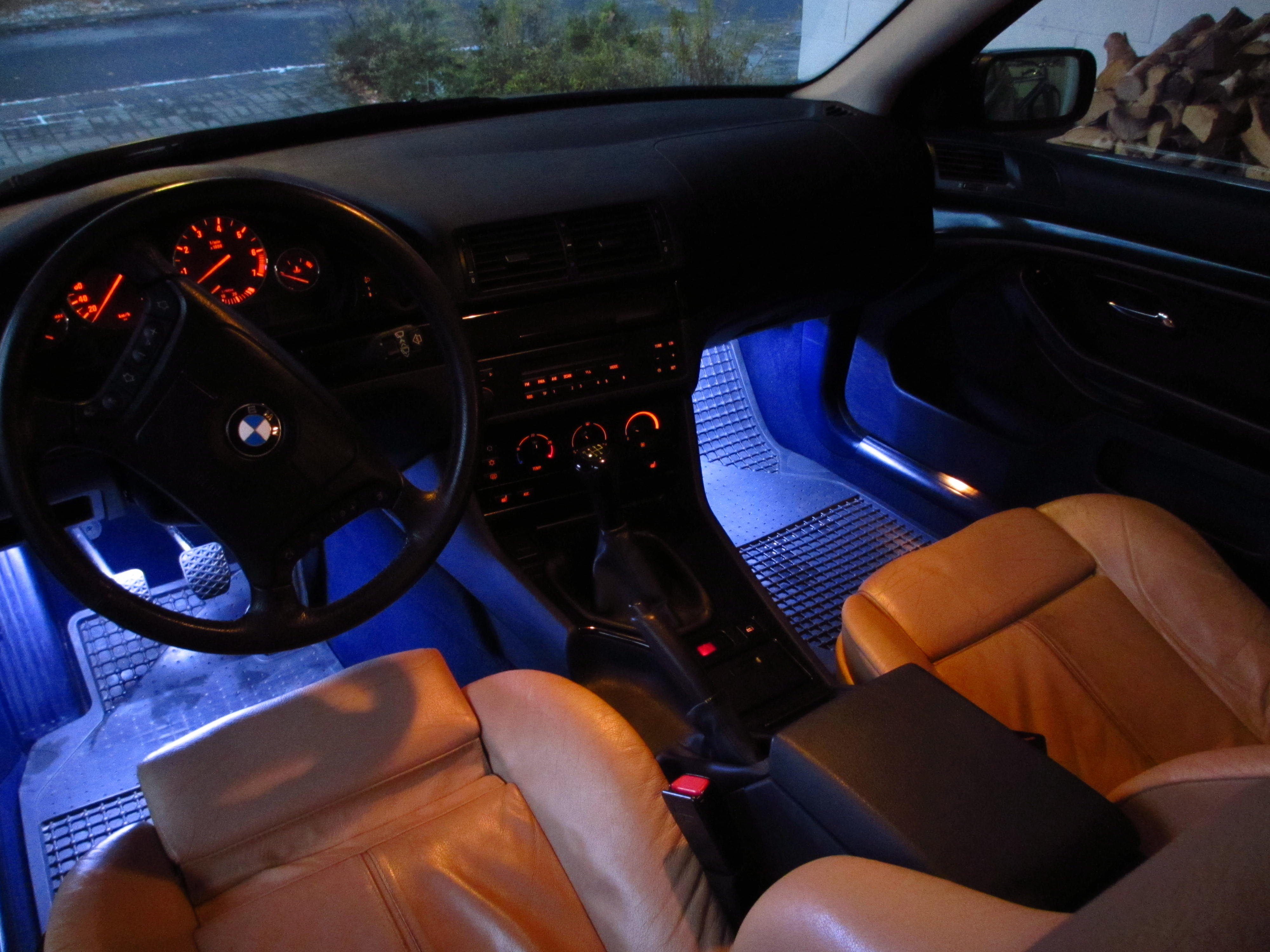 Description BMW E39 5-Series 523i MY1999 Front interior (3).JPG
