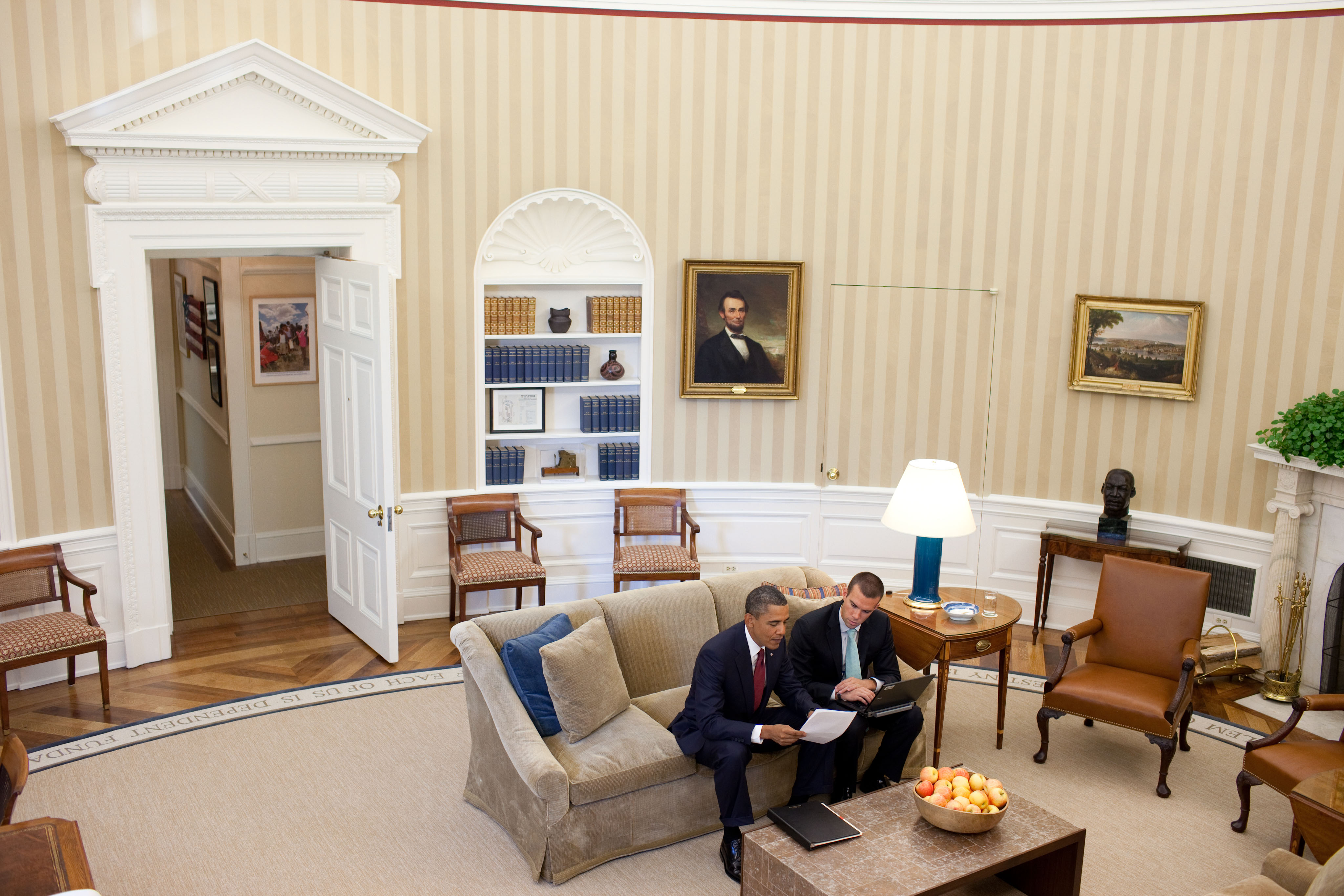 file barack obama and jan favreau in the oval office