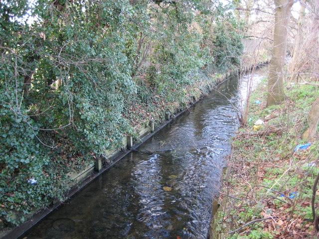 Beverley Brook in Motspur Park - geograph.org.uk - 689497