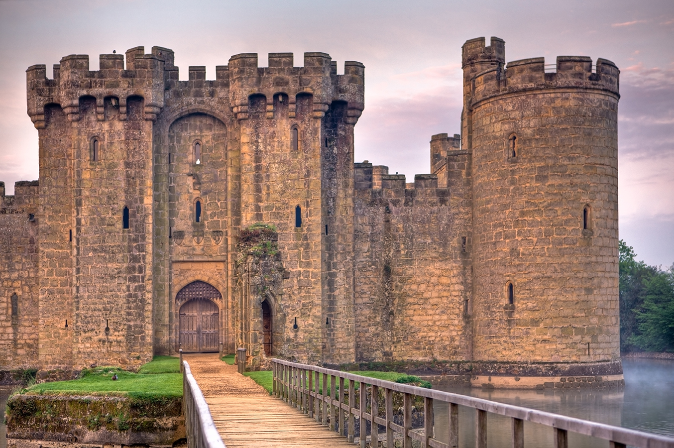 outline about the castles in england Originally a roman legionary fortress and later a saxon fortified burh, exeter castle (also known as rougemont castle) was a norman creation designed to dominate and control a town that had defied the conquest.