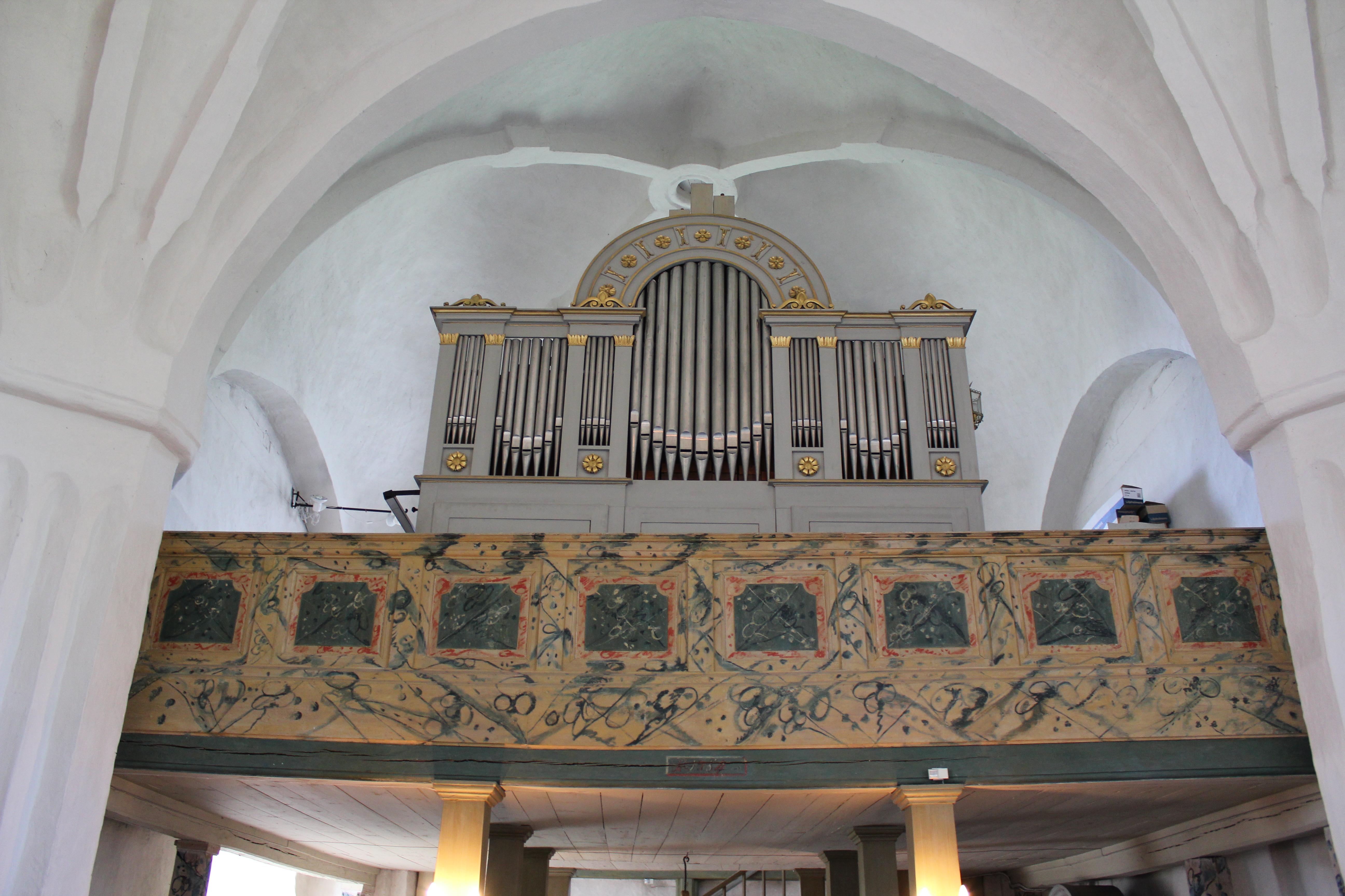 File:Boglsa kyrka, under unam.net - Wikimedia