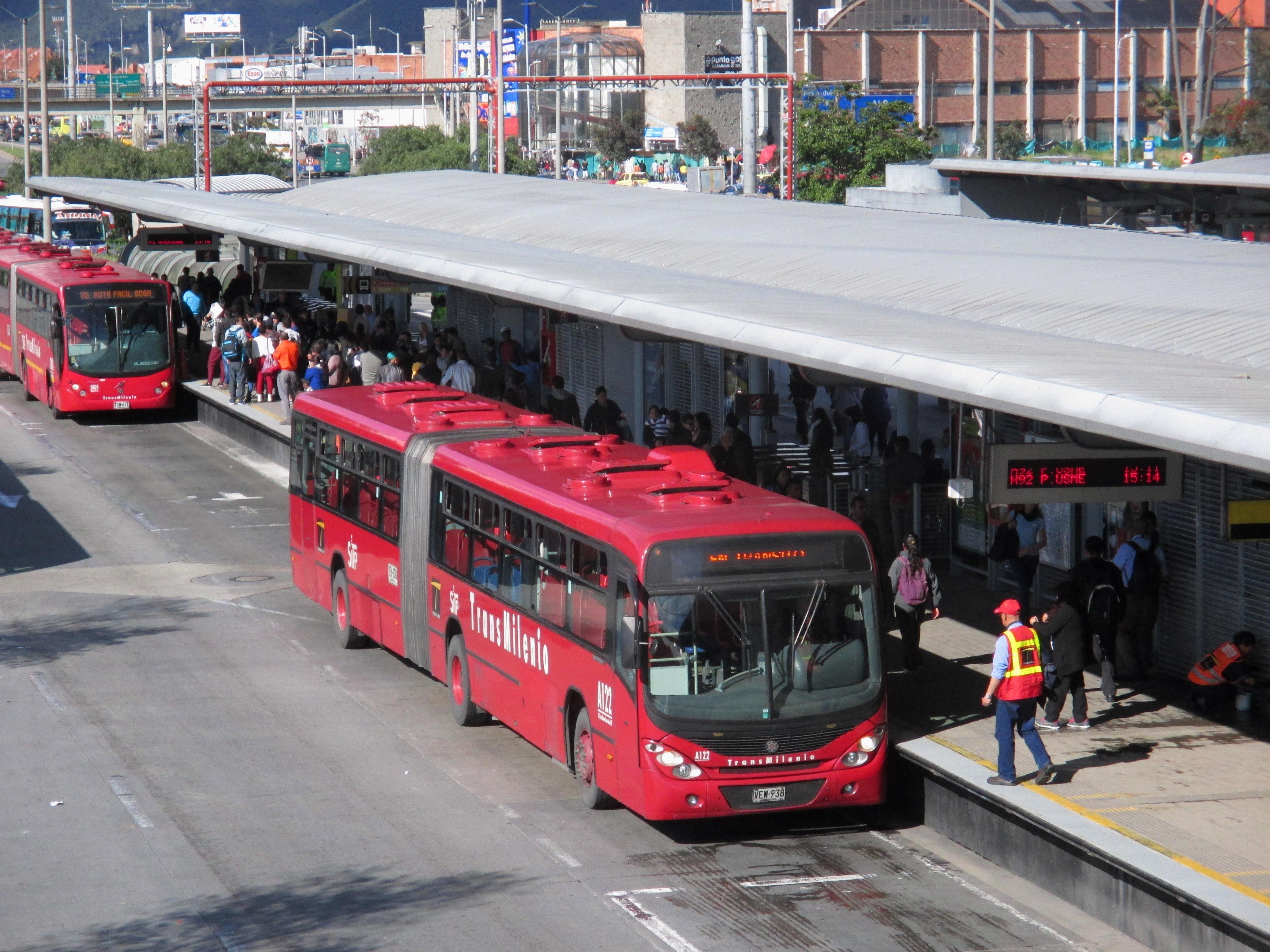 File bogot buses transmilenio portal del norte jpg for Barrio ciudad jardin norte bogota