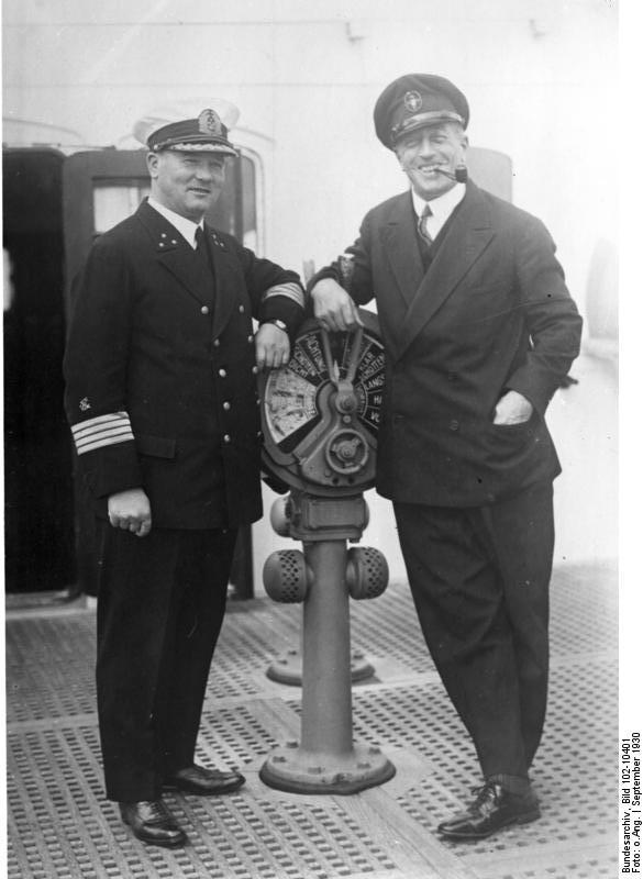 Datei:Bundesarchiv Bild 102-10401, Graf Luckner und Kapitän Ziegenbein.jpg  – Wikipedia