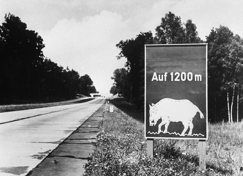 Fil:Bundesarchiv Bild 146-1979-096-10A, Reichsautobahn Berlin-Stettin.jpg