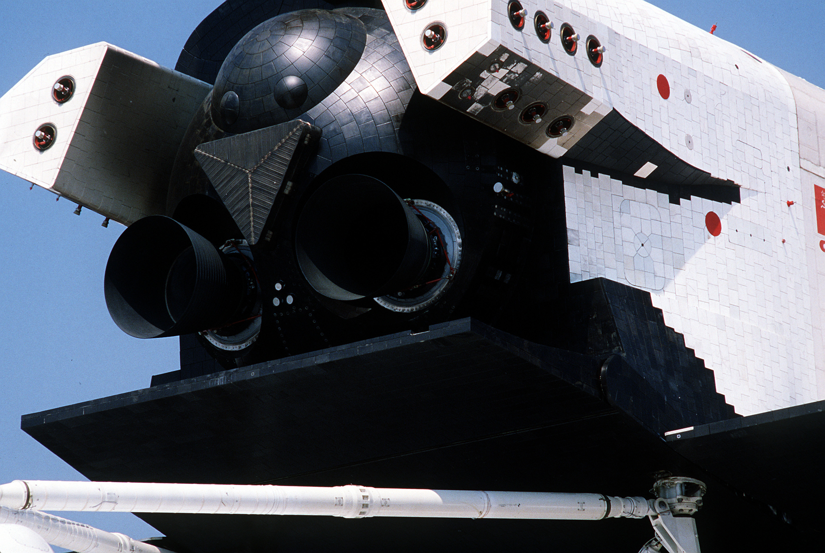 cb9c5855d1f483 File Buran partial rear view (Le Bourget 1989).JPEG - Wikimedia Commons