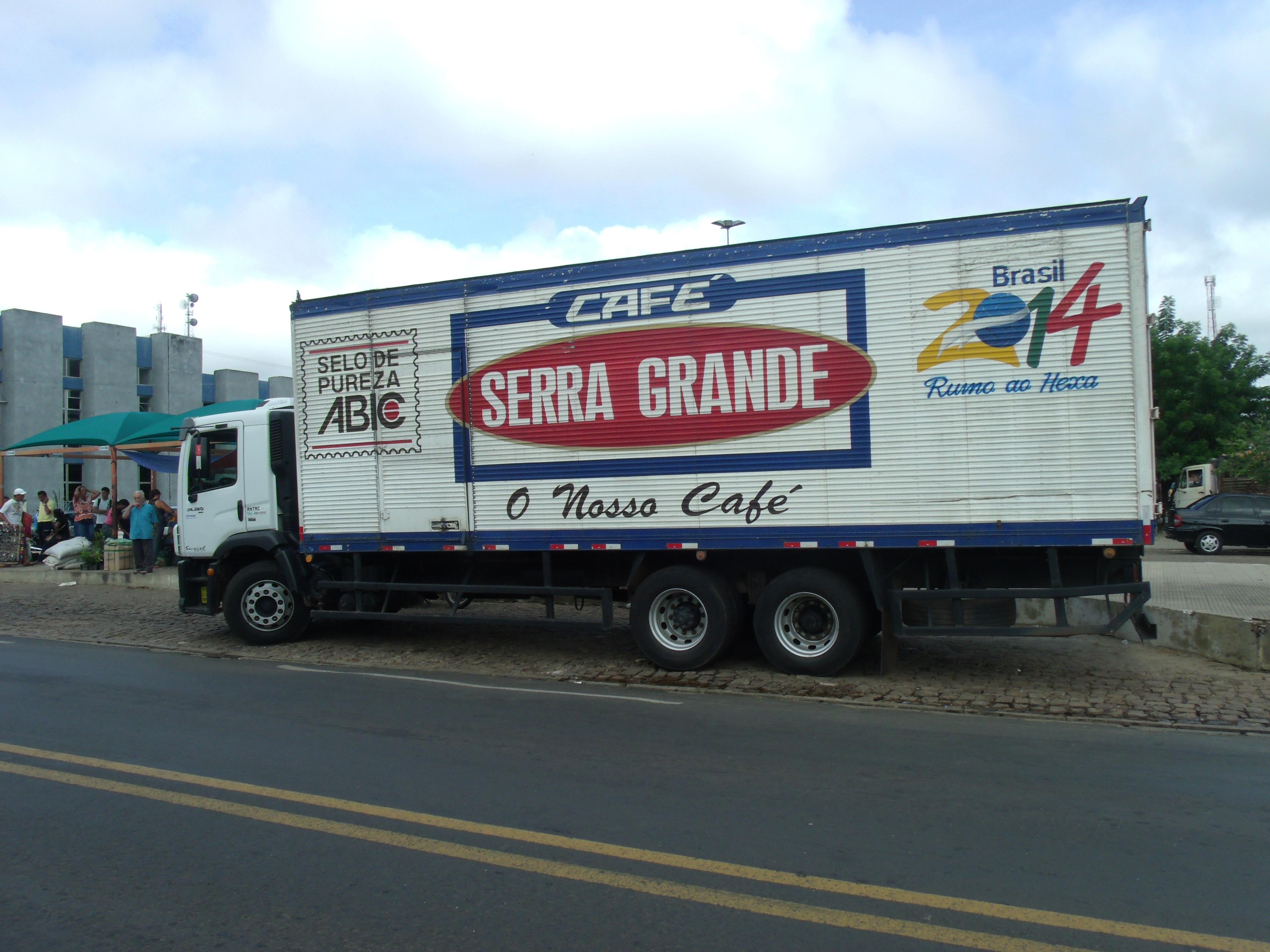 b3b93c950 Caminhão do Café Serra Grande, uma indústria de Sobral.