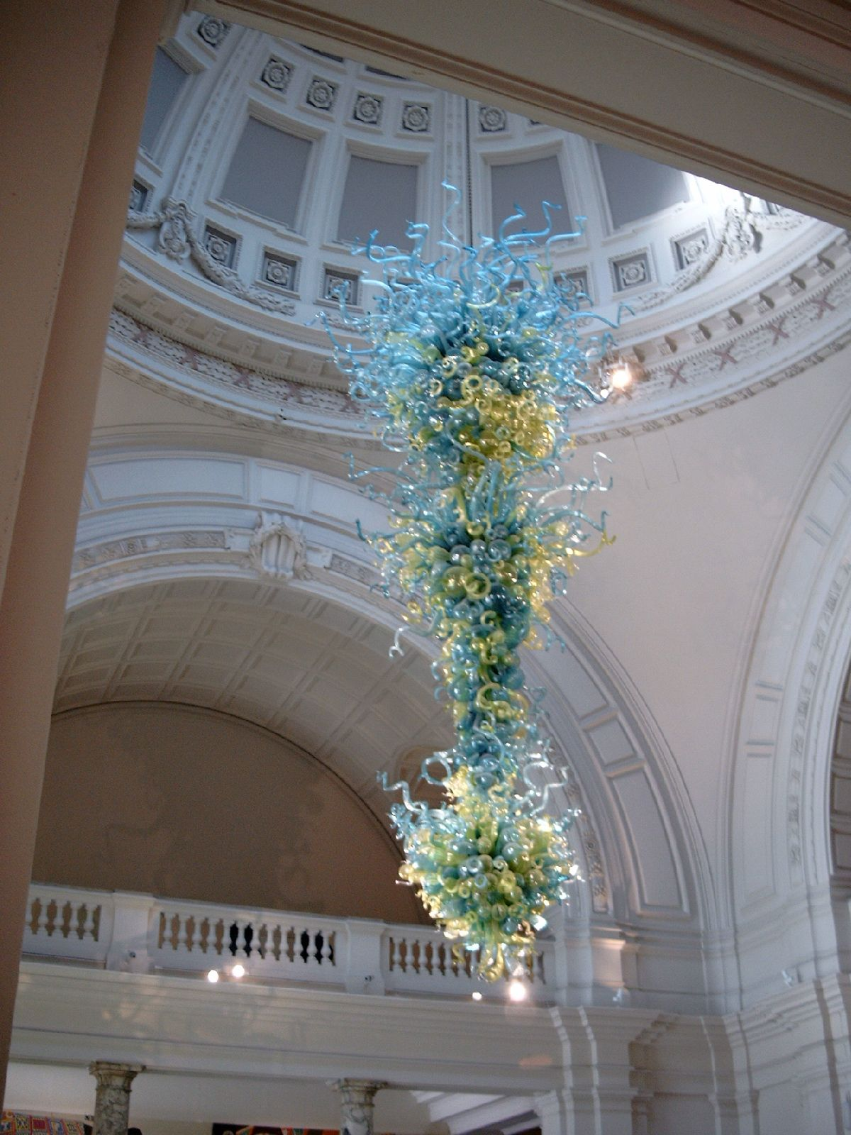 Filechandelier by dale chihuly victoria and albert museum london filechandelier by dale chihuly victoria and albert museum londong arubaitofo Choice Image