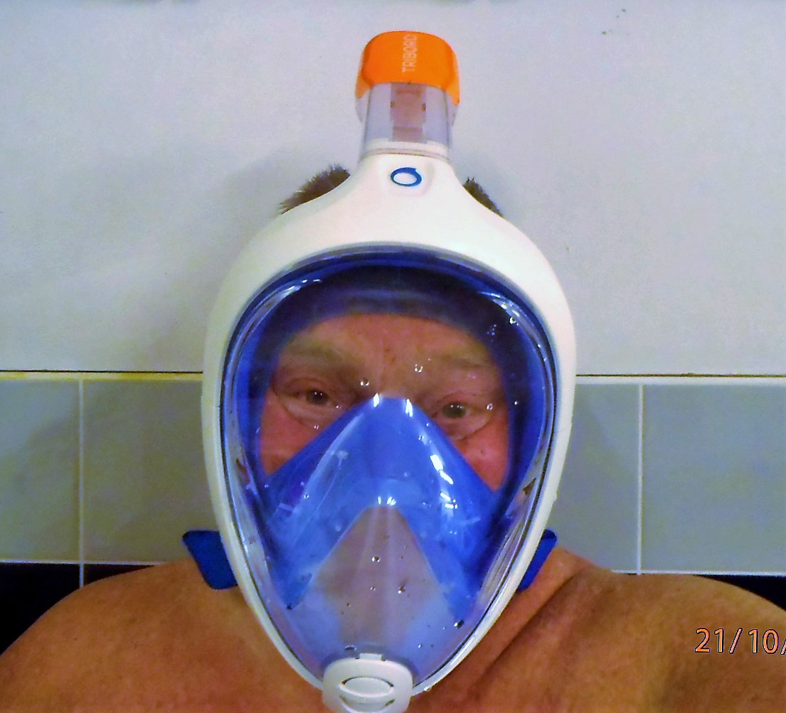 e2118eb61 File Decathlon Easybreath snorkel mask.jpg - Wikimedia Commons