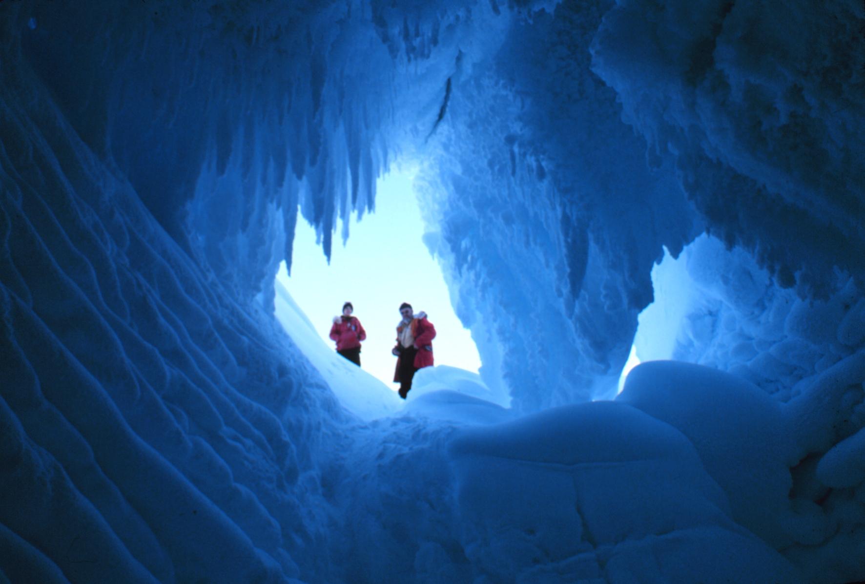 File:Erebus glacier cave NOAA 1978.jpg - Wikimedia Commons