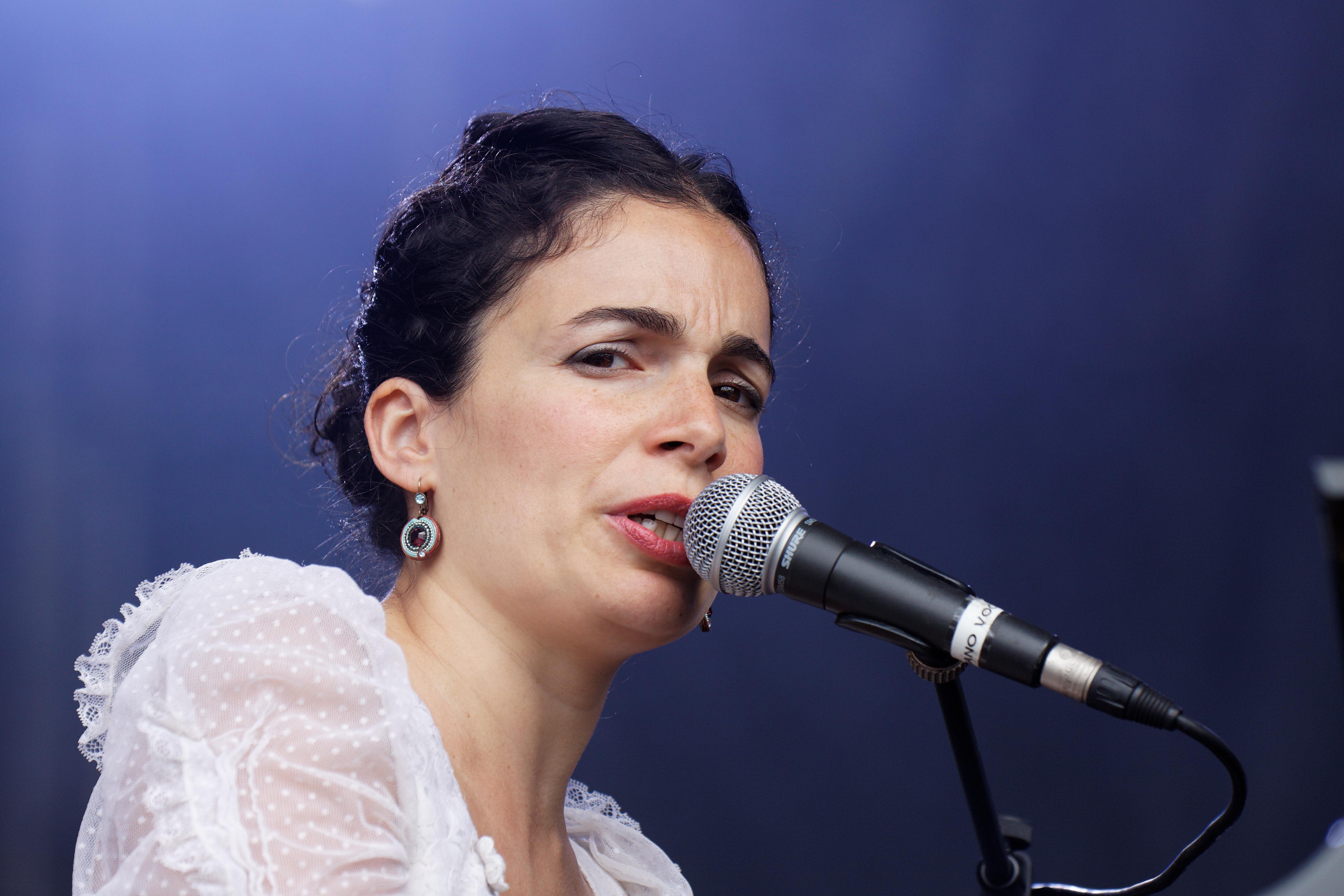 file festival du bout du monde 2011 yael naim en concert le 6 ao 251 t 005 jpg wikimedia commons