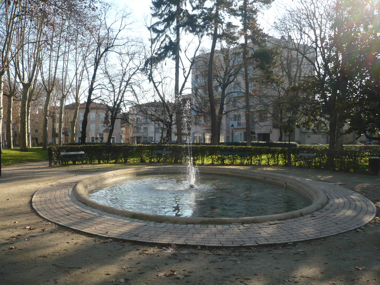 File:Fontaine du Jardin Frascaty.JPG - Wikimedia Commons
